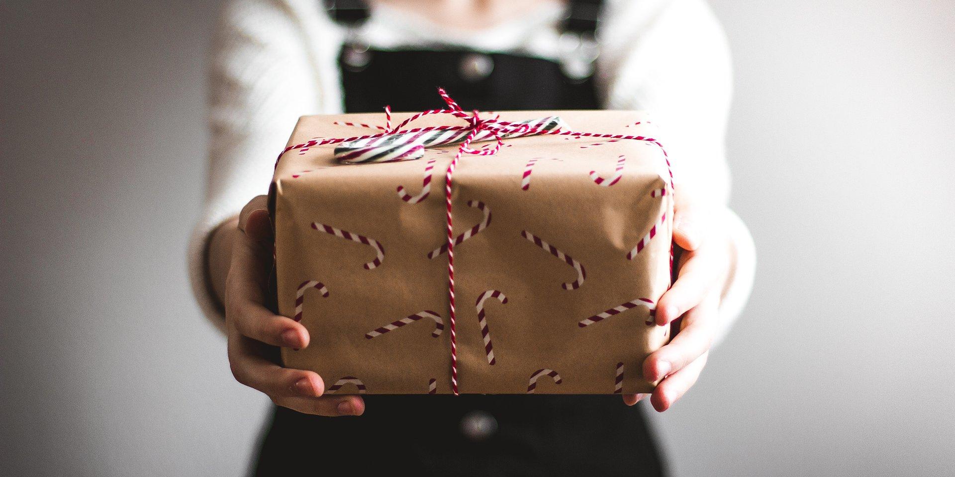 Idealny prezent świąteczny – czyli jaki? Polacy cenią praktyczne upominki