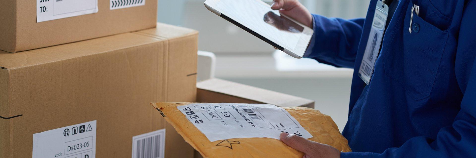 Rynek pocztowy: wystrzeliły przesyłki kurierskie, nie poddają się listy. Czego spodziewać się w przyszłym roku?