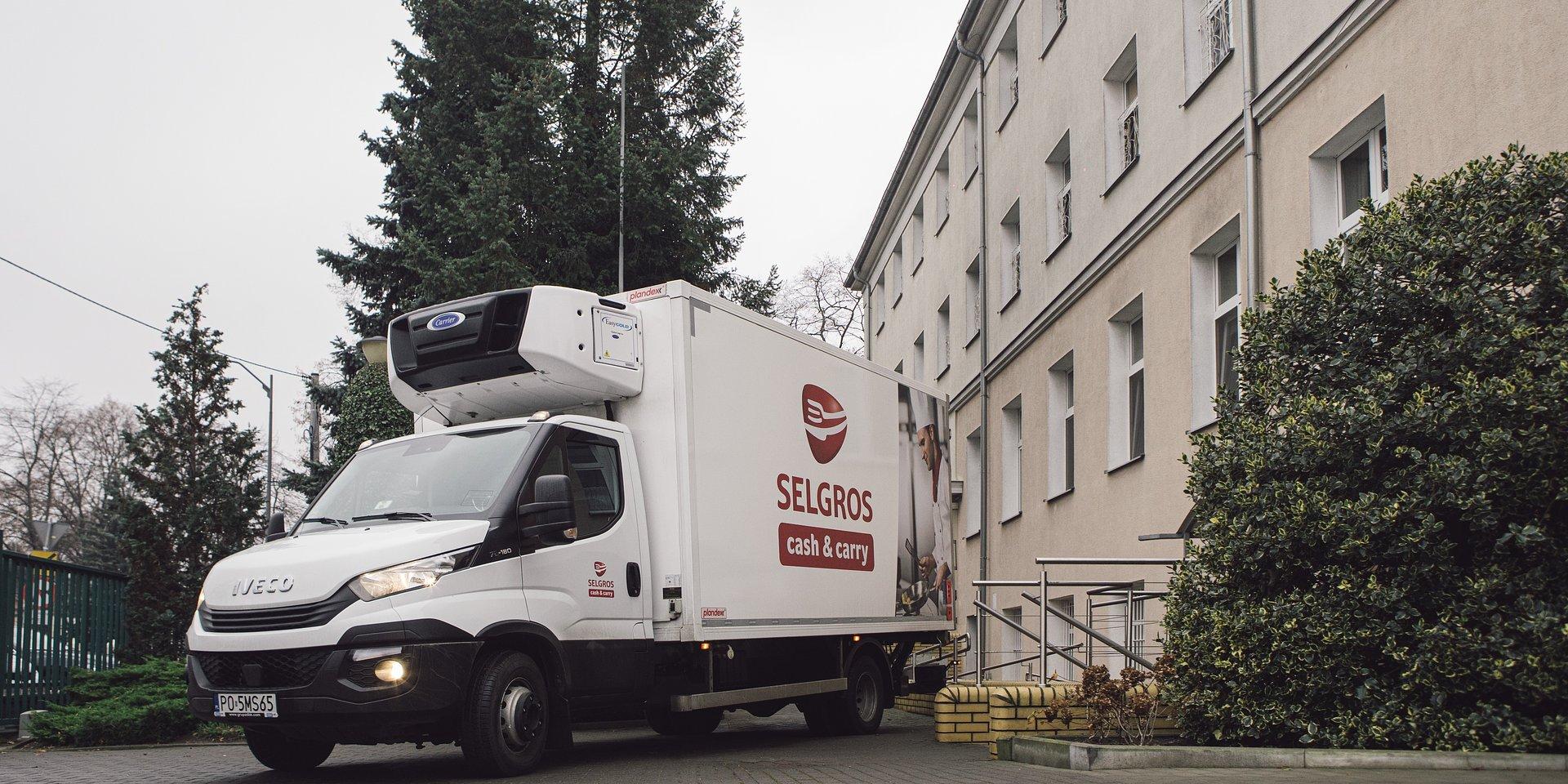 Selgros przekazał darowiznę dla podopiecznych Domu Pomocy Społecznej Sióstr Serafitek w Poznaniu