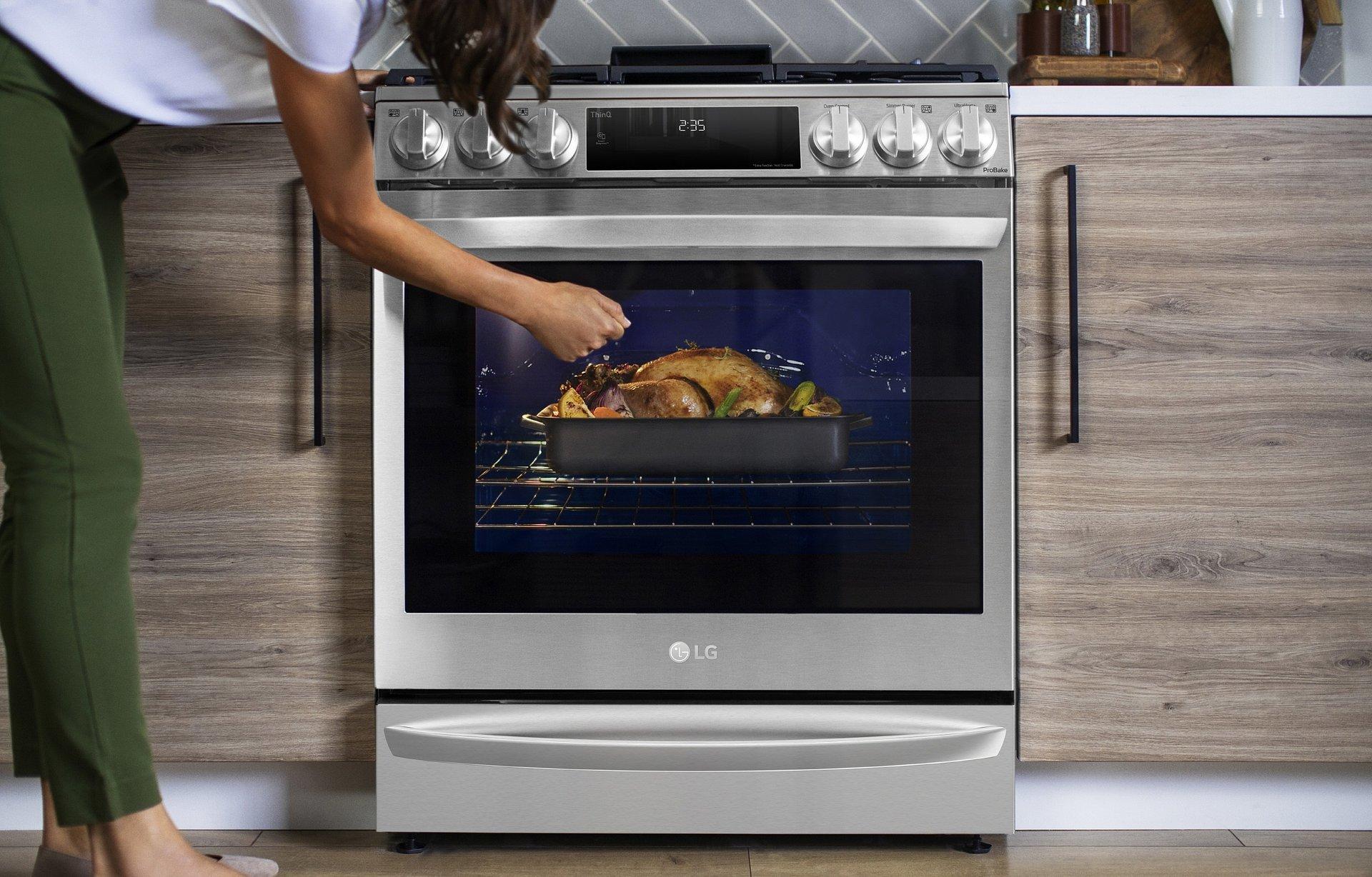 CES 2021: Piekarnik LG InstaView® z funkcją Air Sous Vide to urządzenie długo wyczekiwane przez miłośników gotowania