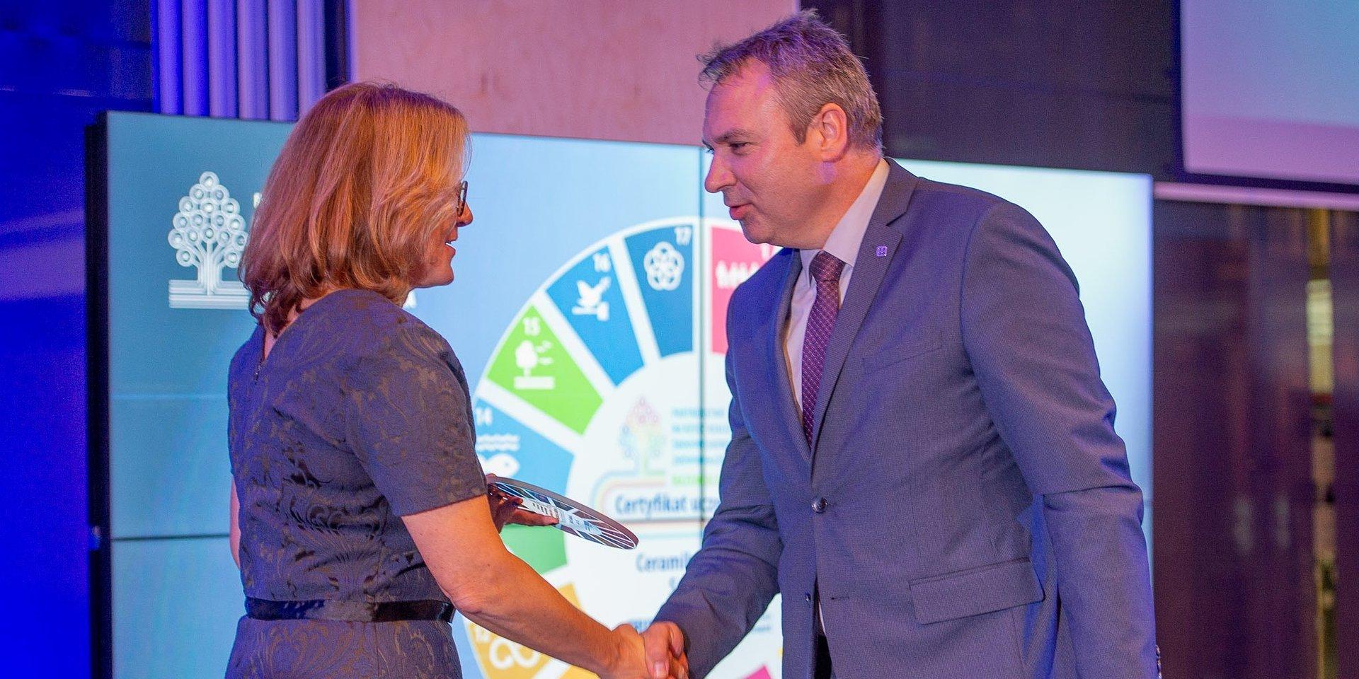 """Ceramika Paradyż z certyfikatem członkostwa w Partnerstwie SDGs """"Razem dla środowiska"""""""