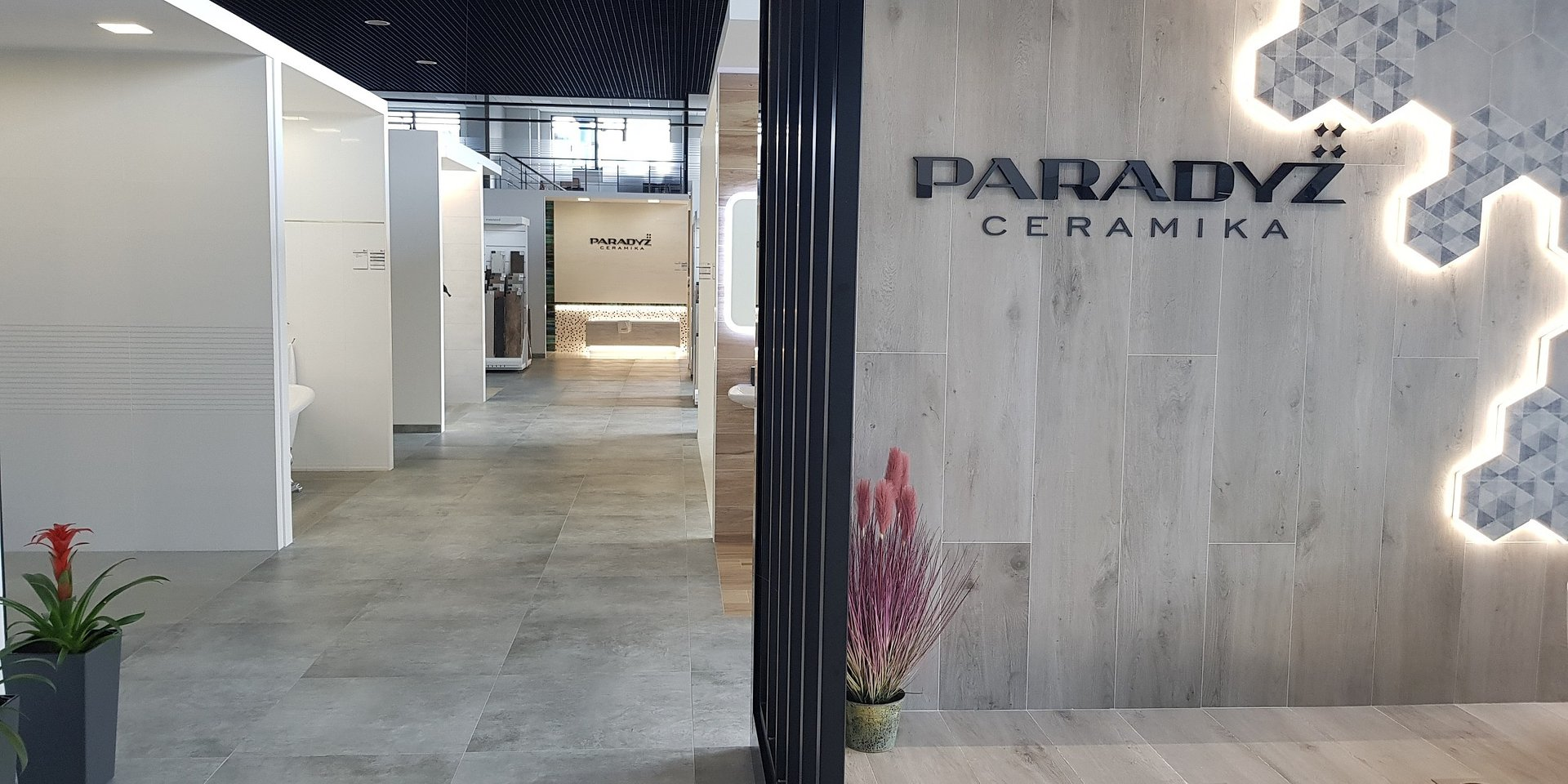 Produkty Ceramiki Paradyż w nowym salonie sprzedaży w Kijowie