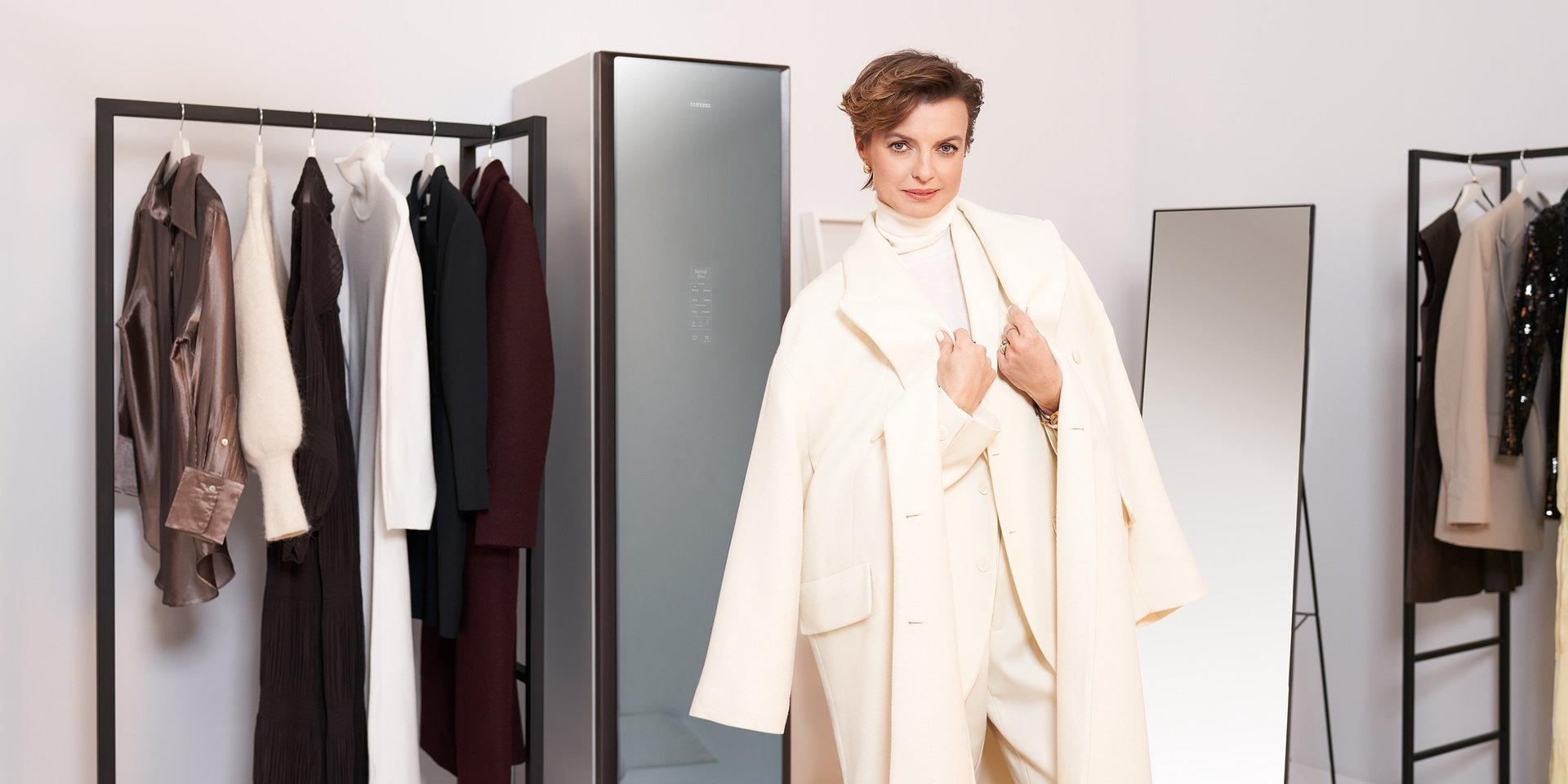 Gotowa na całe spektrum możliwości: Kasia Sokołowska ambasadorką szafy odświeżającej ubrania Samsung AirDresser