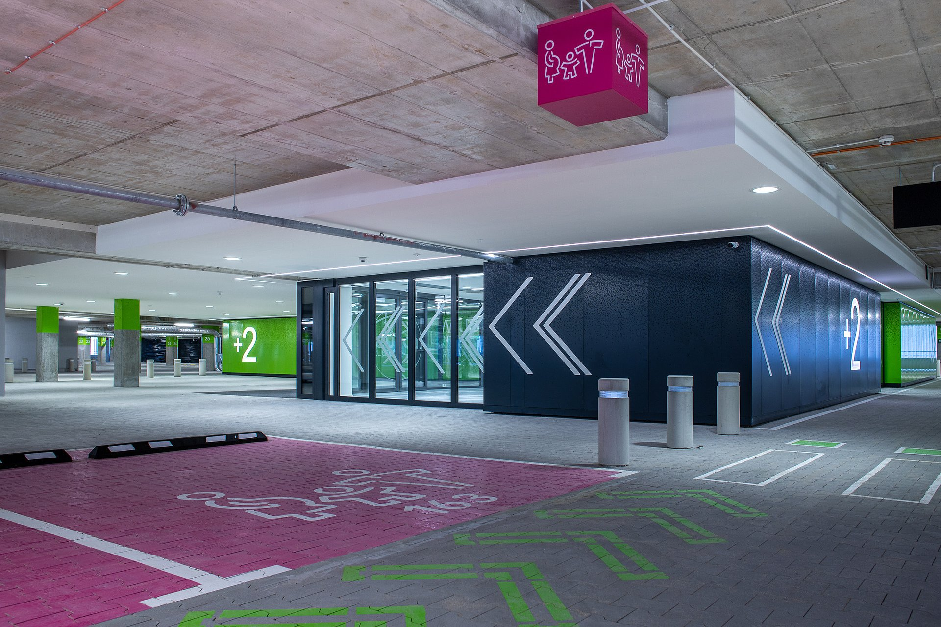 Więcej miejsc parkingowych w Focus Mall