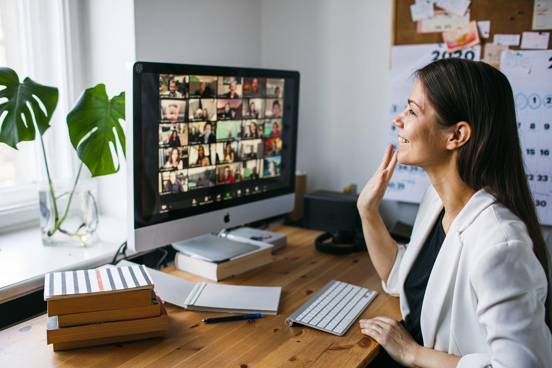 O jedno Zoom-party za daleko – czyli dlaczego niektórzy tęsknią już za biurem