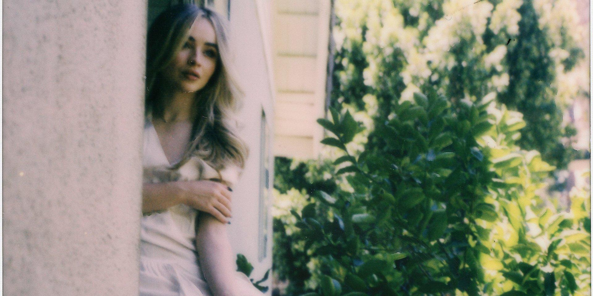 "Sabrina Carpenter prezentuje oficjalny klip do utworu ""Skin"""
