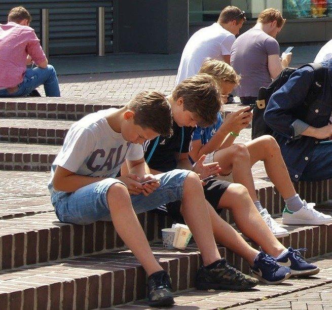 Zagrożenia w sieci. Jak chronić dzieci i młodzież? Pedagog wskazuje ważne punkty