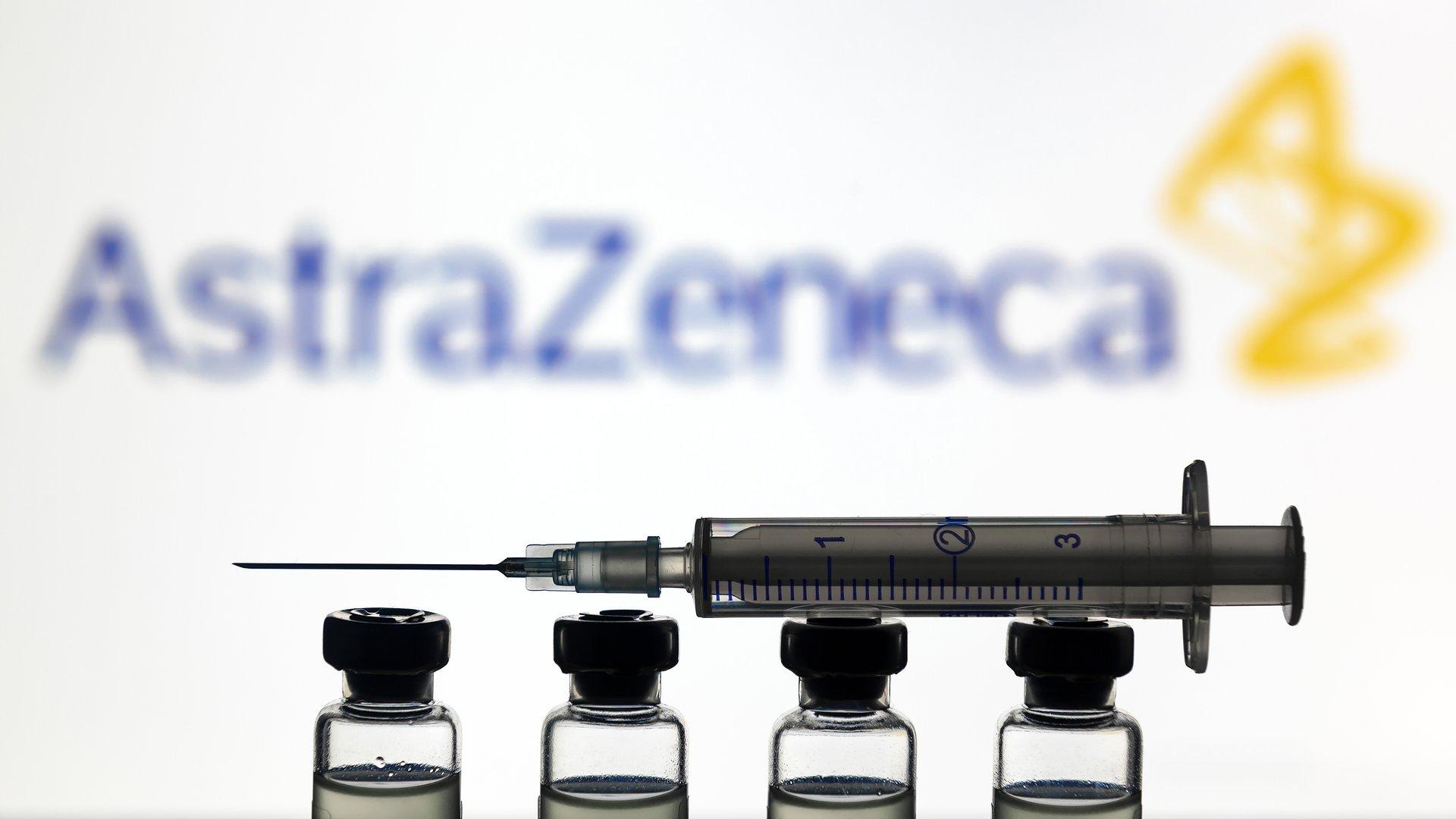 Szczepionka AstraZeneca: ministerstwo tonuje negatywne głosy