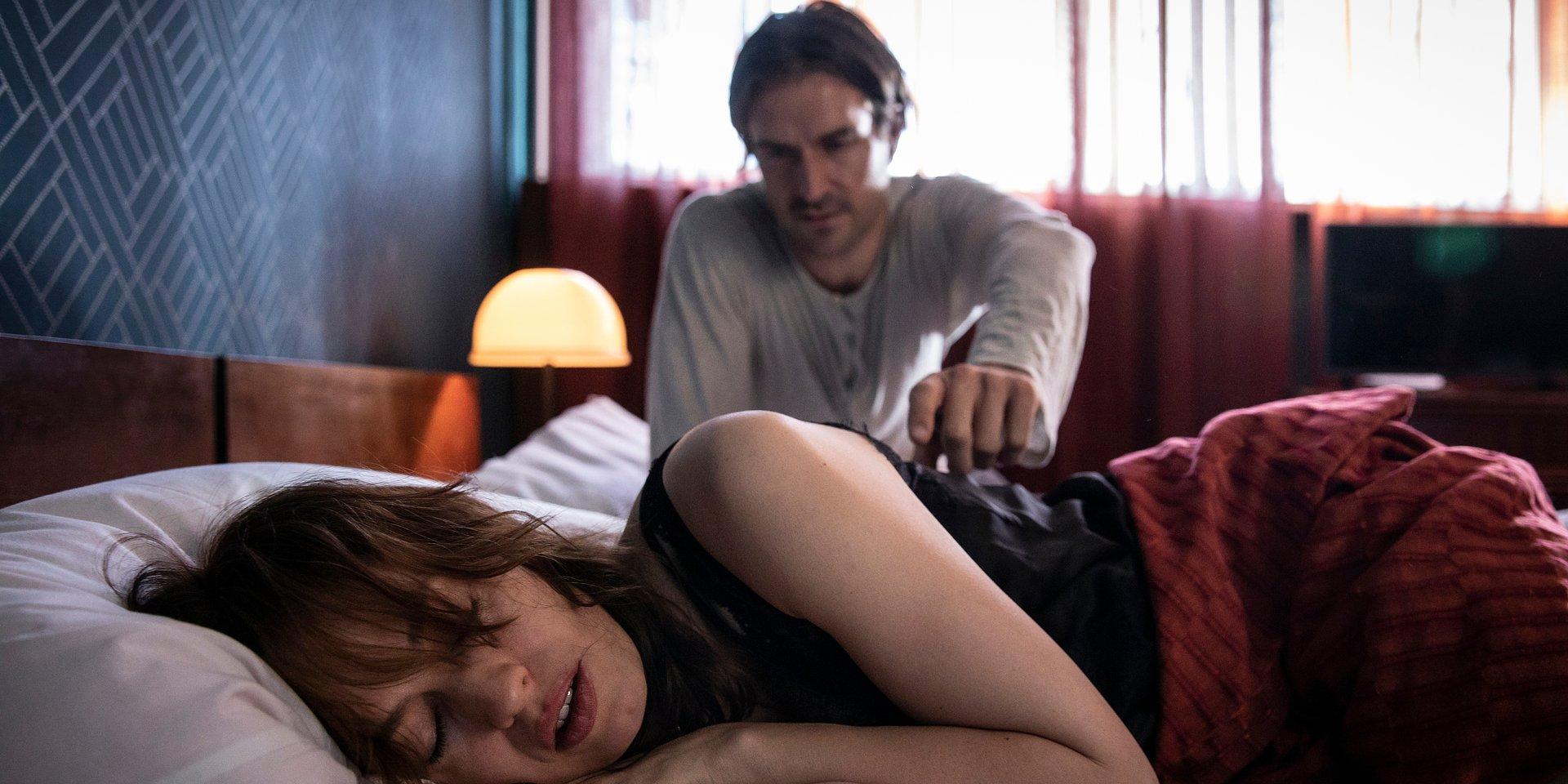 """""""Tajemnica zawodowa"""": Julia budzi się w pokoju Millera!"""