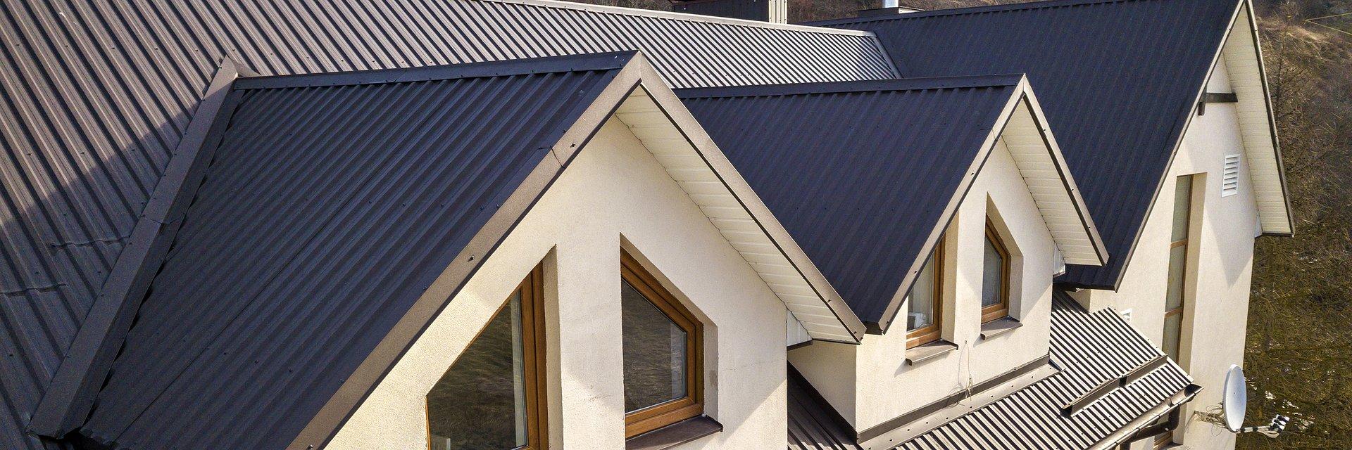 Metalowy dach w ekstremalnych warunkach termicznych. Jaką membranę wybrać?