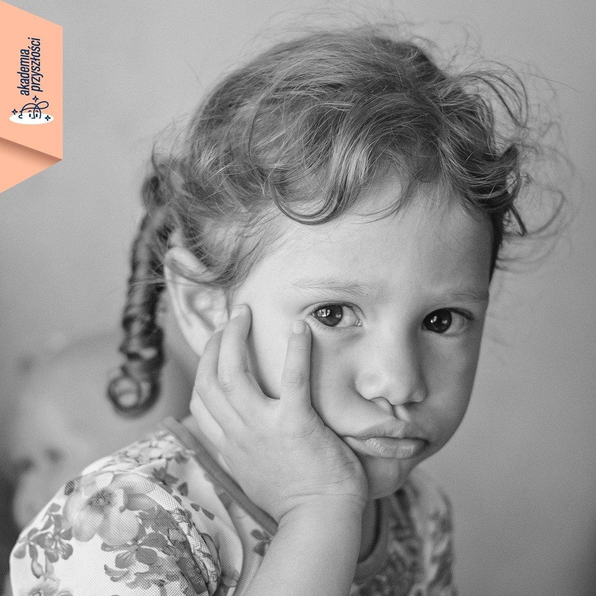 """""""Źródłem wszystkiego, co przeżywają nasze dzieciaki, jesteśmy my – dorośli"""". Webinar z Joanną Sadzik o tym, jak budować poczucie własnej wartości dziecka metodami Akademii Przyszłości"""