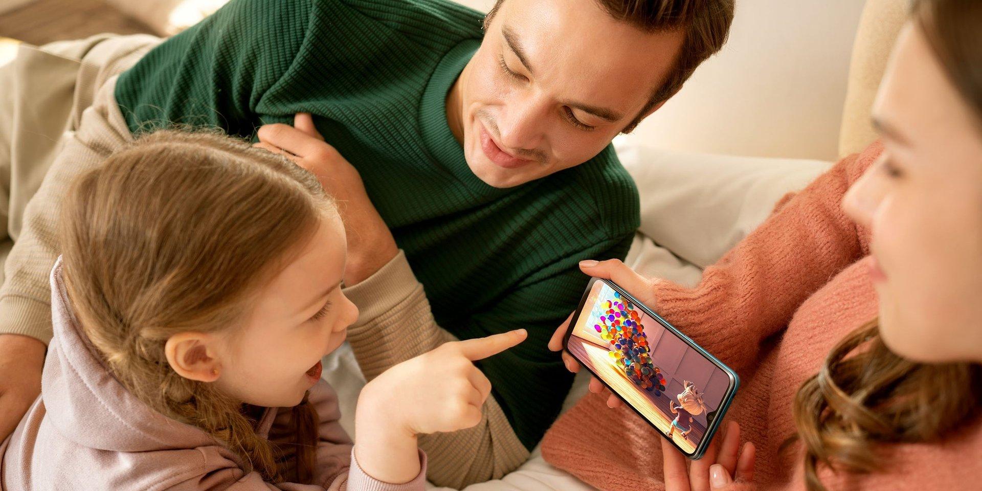 Korzystanie ze smartfona jest dziecinnie proste. Warto zadbać o to, aby było też bezpieczne