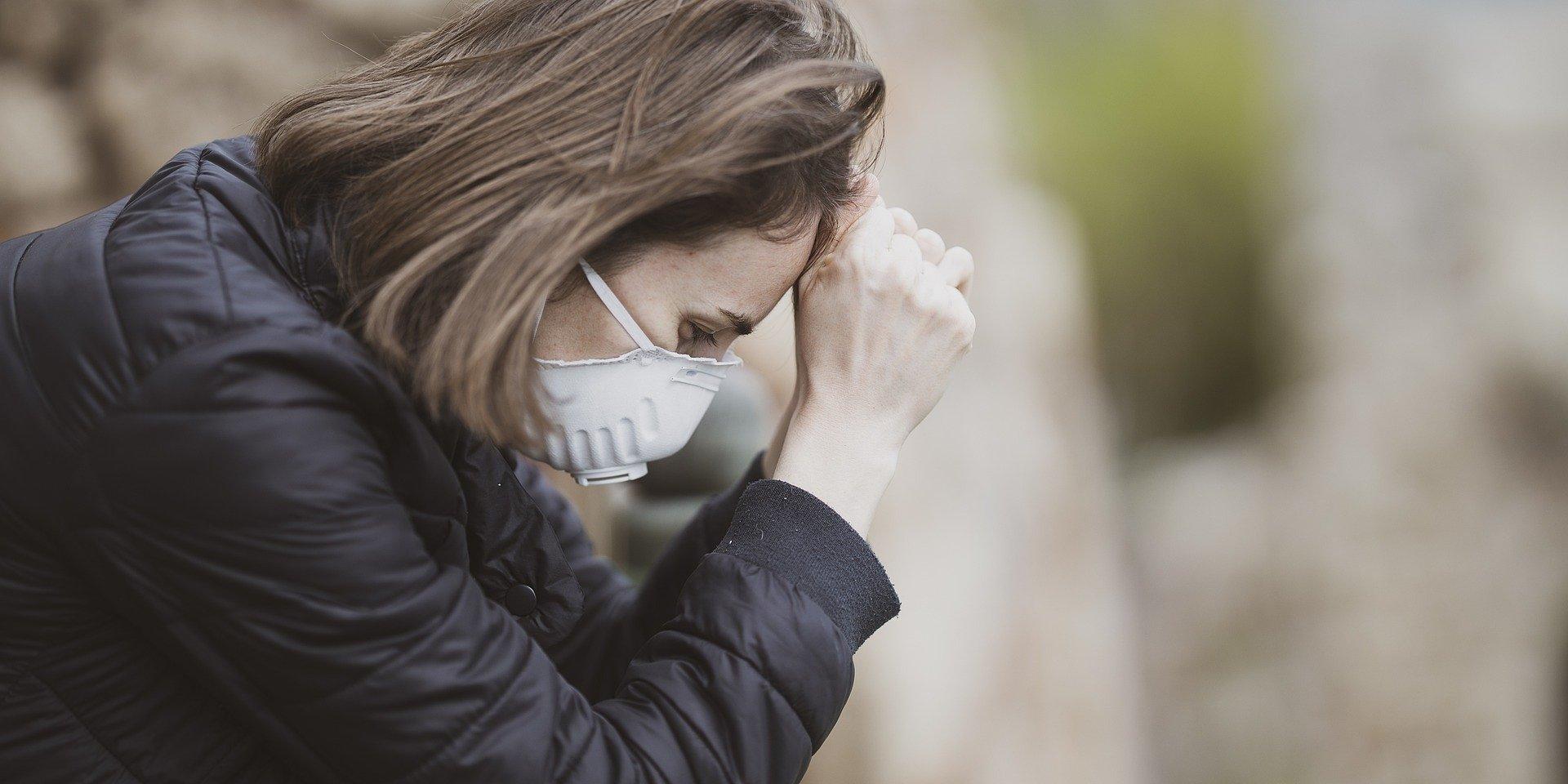 Destrukcyjny wpływ pandemii na naszą psychikę. Psycholog radzi