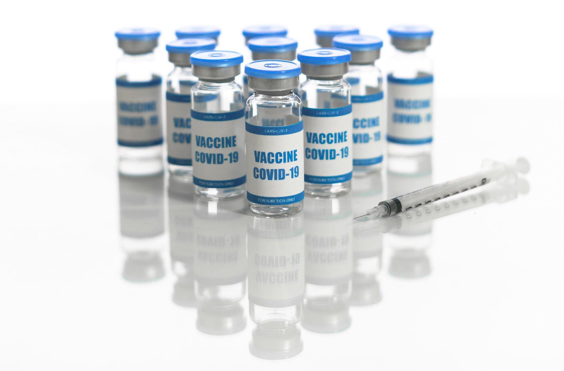 Ministerstwo o raportowaniu szczepionek z ARM