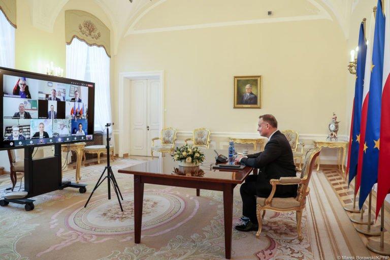 Prezydent RP spotkał się z farmaceutami. Tematem szczepienia, a w tle - dyplomacja