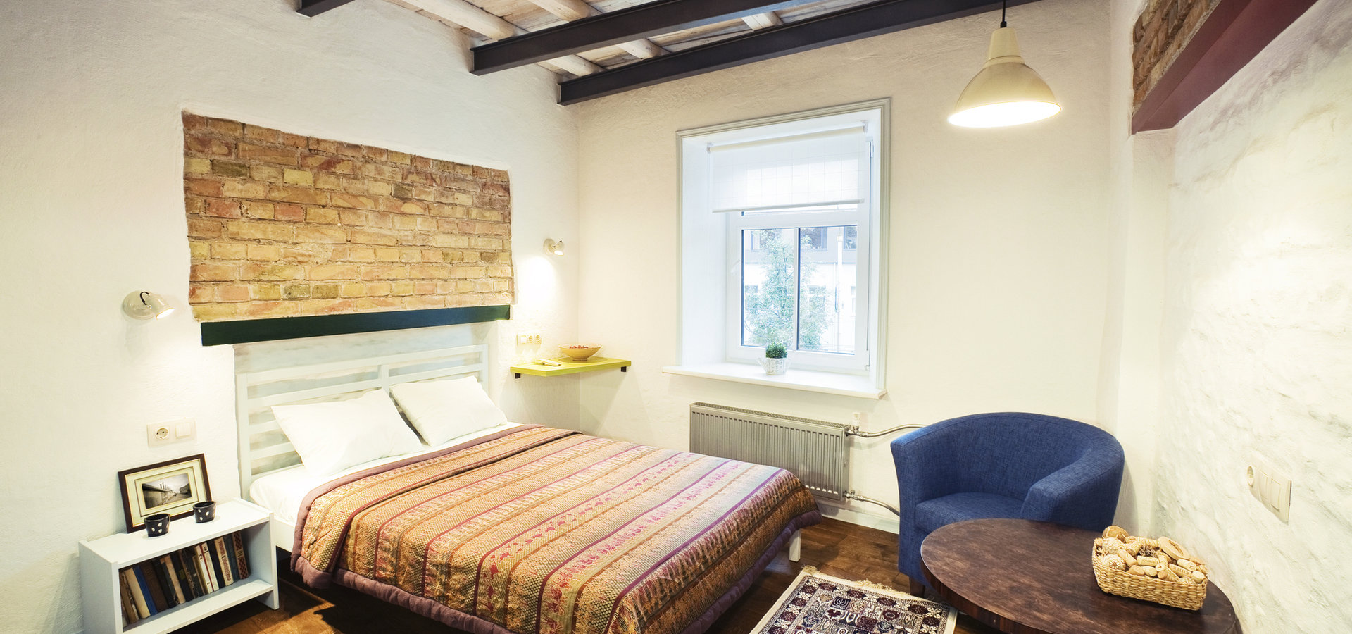 Jakie oświetlenie pasuje do sypialni w stylu rustykalnym?