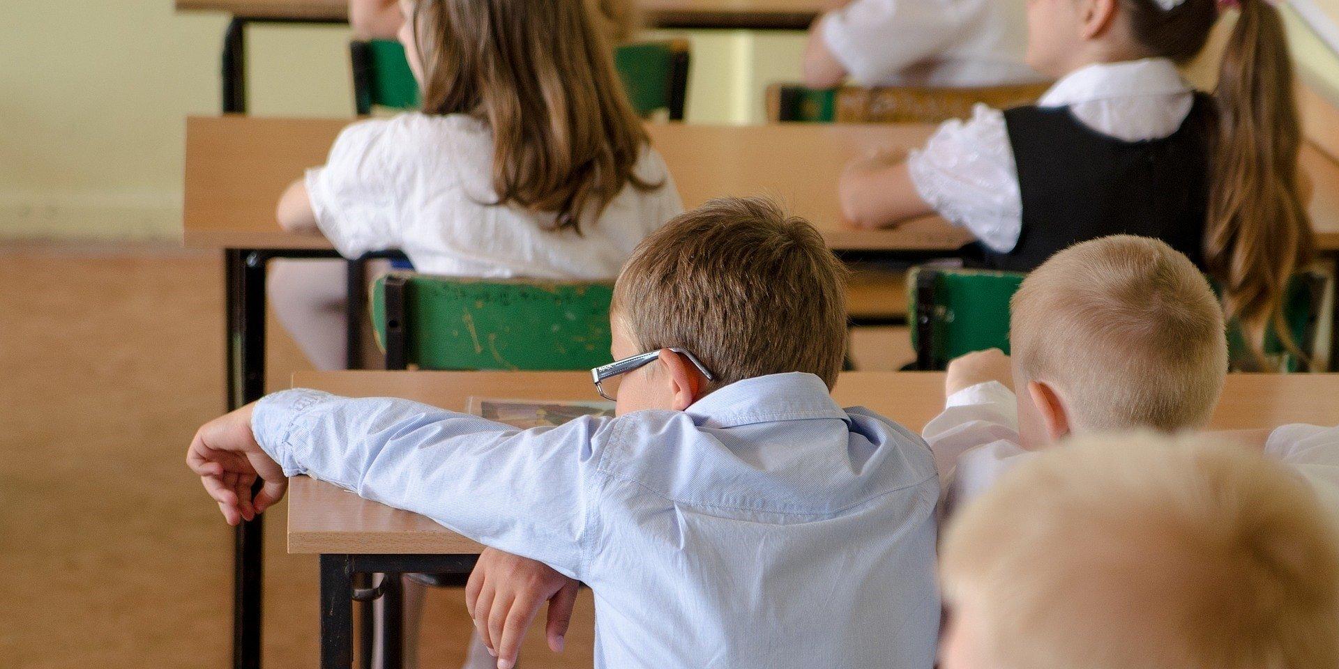 Trudny powrót dzieci do szkół. Pedagog radzi, jak reagować
