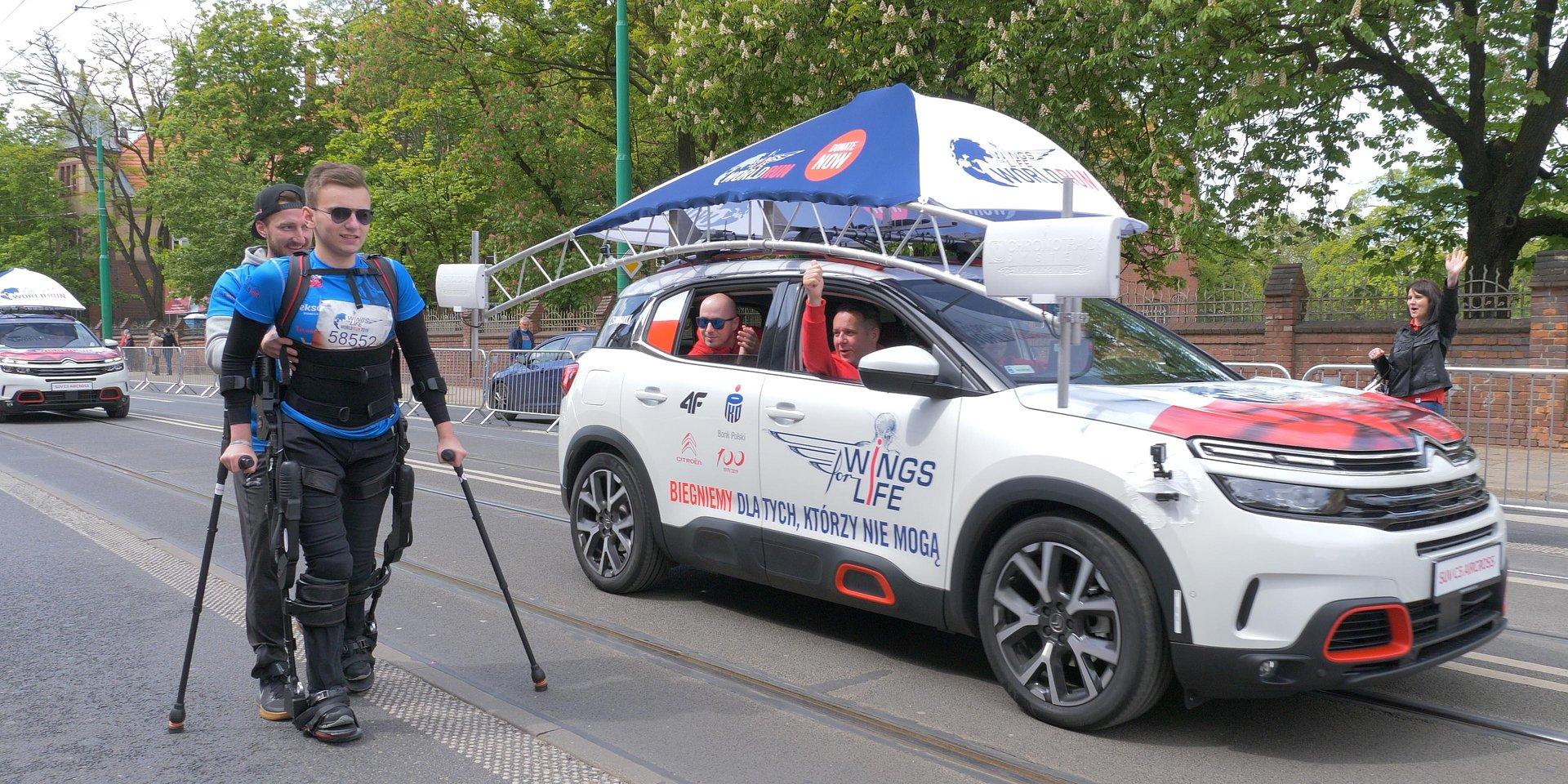 Wings for Life: W Gliwicach niepełnosprawni pobiegną w egzoszkieletach dla tych, którzy nie mogą