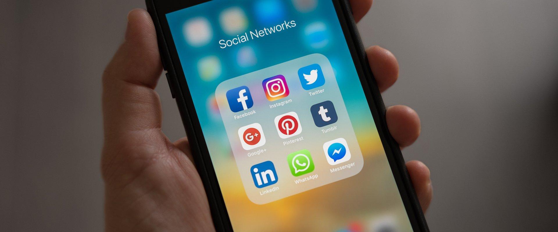 Polacy o social media w pracy. Badanie Pracuj.pl
