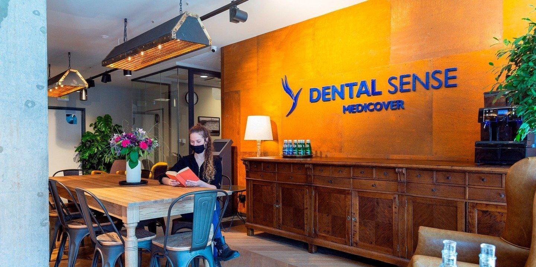 Warszawa: w dawnej wytwórni alkoholi urzędują teraz dentyści. W neogotyckim budynku stworzyli wyjątkowe gabinety
