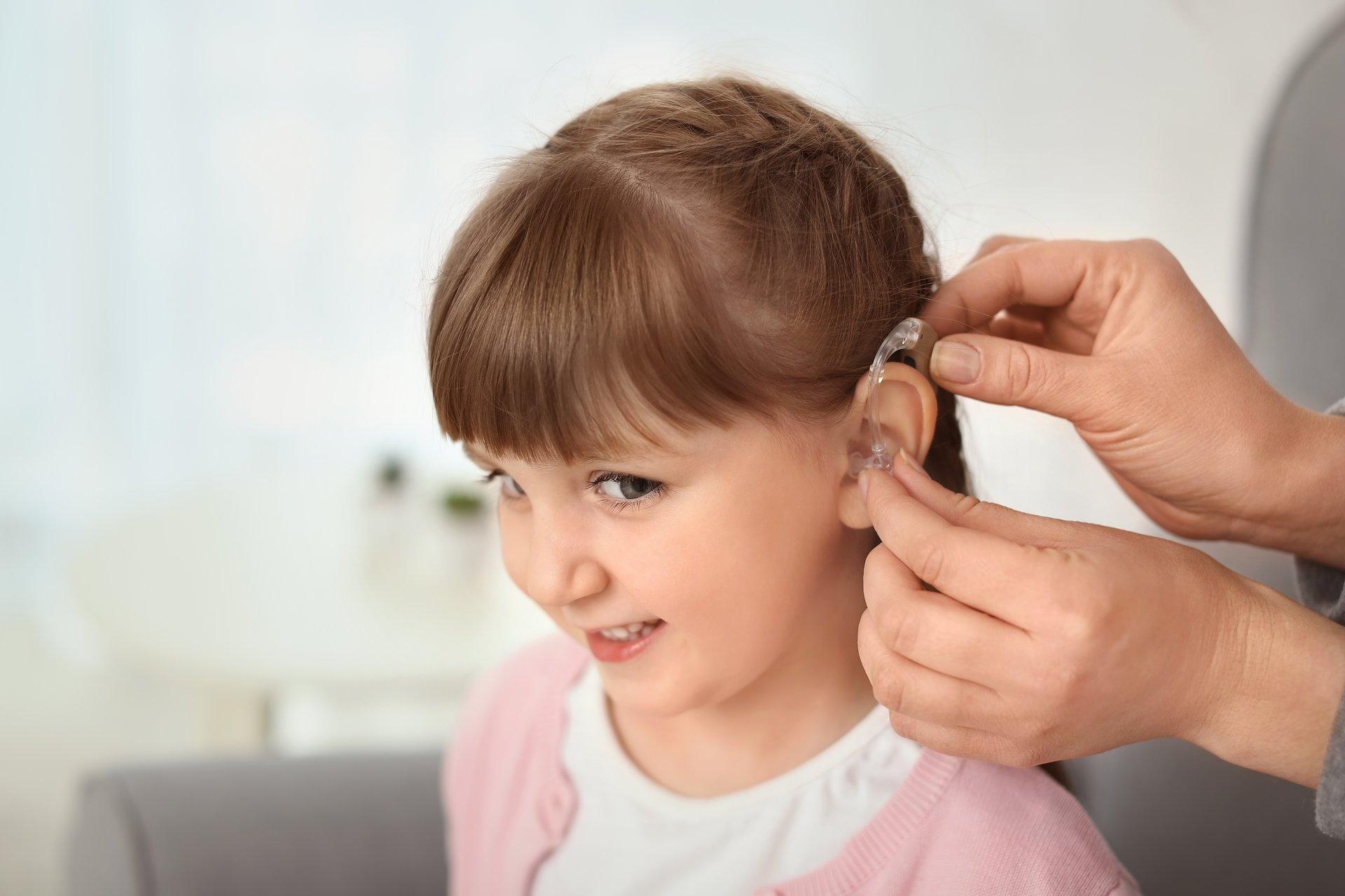 Twoje dziecko nosi aparat słuchowy? Dowiedz się, gdzie możesz je zabrać na edukacyjną wyprawę!