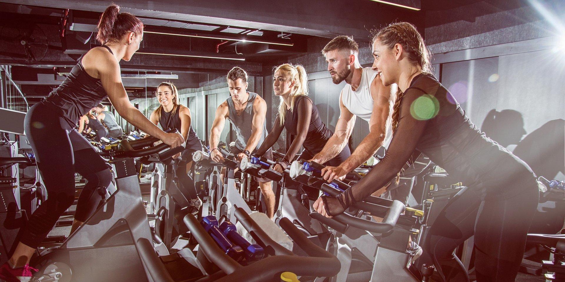 Rozpoczynasz przygodę ze spinningiem? Zobacz, jaki rower wybrać!