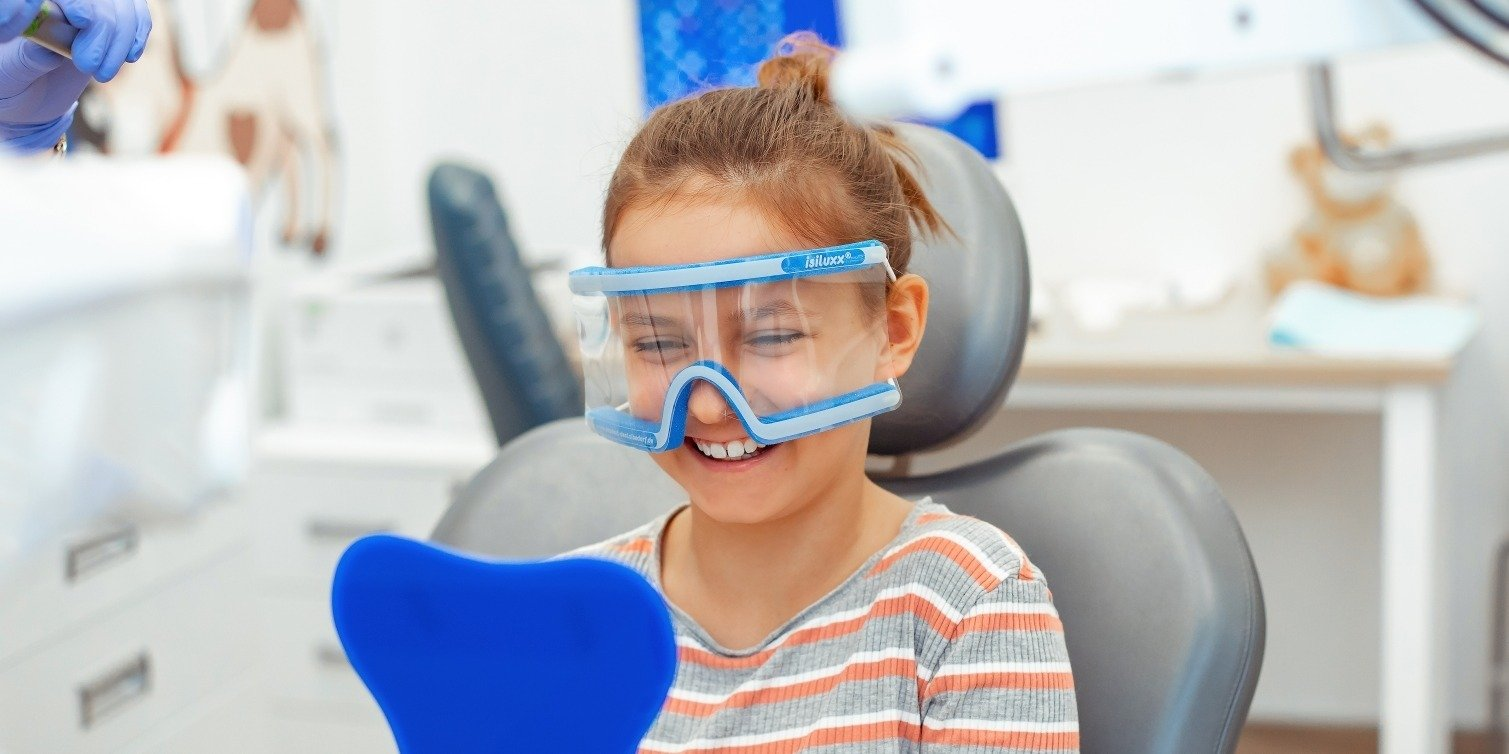 Zęby dzieci w Polsce przypominają zęby 40-latków? Nowe badania powinny szokować… rodziców