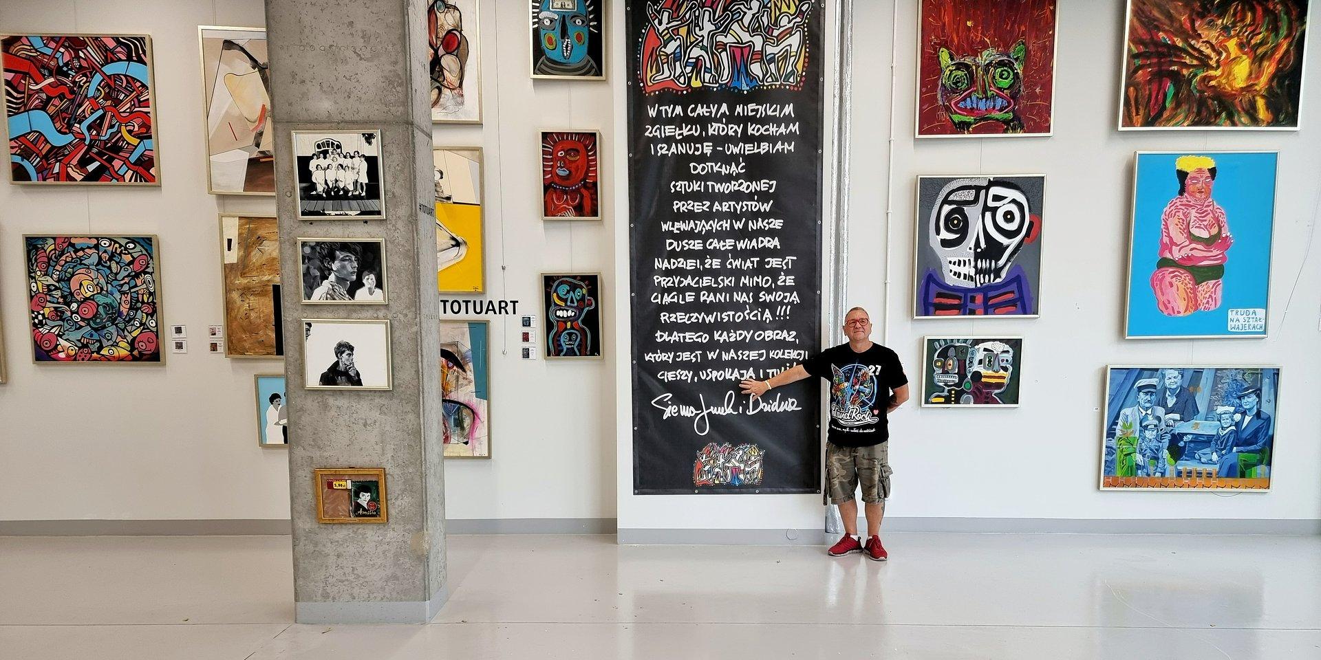 Miejski Zgiełk, czyli wystawa ze zbiorów Jerzego i Lidii Owsiak w Koneserze