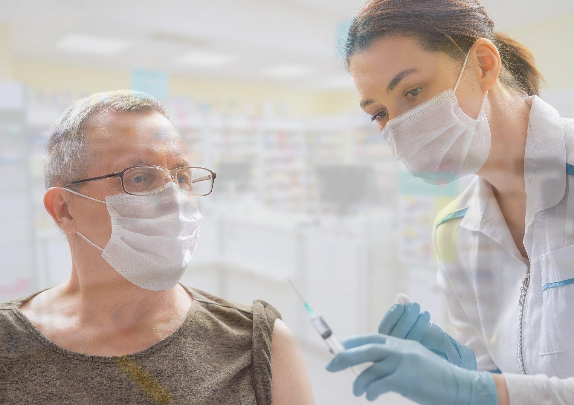 Aptekarze szczepią już w aptekach. Blisko 400 punktów w całej Polsce [ANKIETA]
