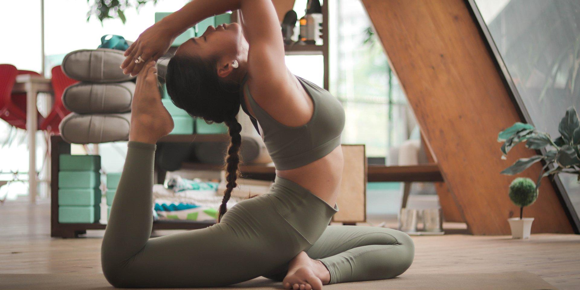 Praticare yoga fa bene alla vita sessuale: tabù e inibizioni diminuiscono, mentre aumenta l'intensità del piacere, secondo MioDottore