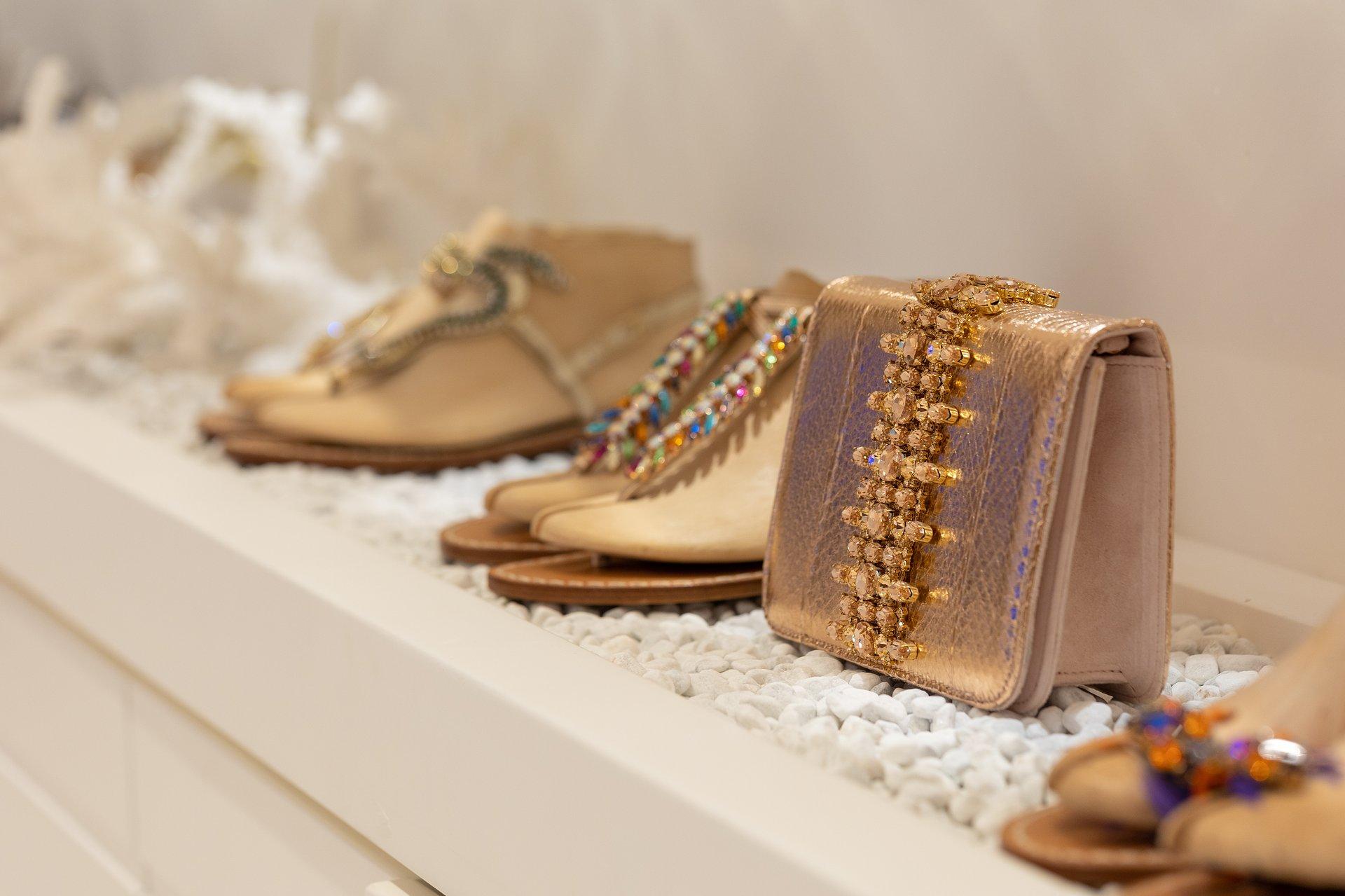 UNA BOTTEGA A CIELO APERTO | Sandali-gioiello e creatività