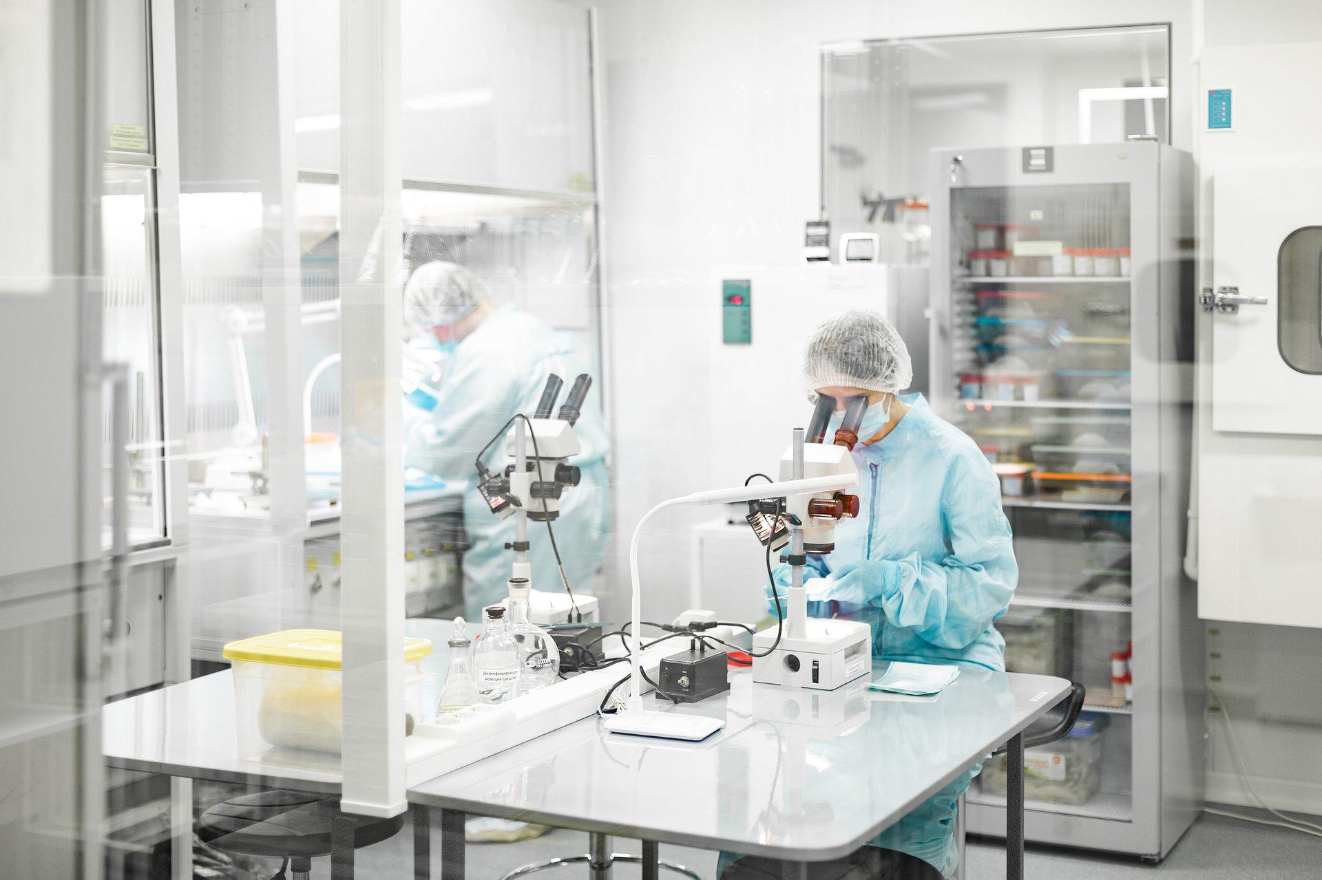 EMA o bezpieczeństwie szczepionek przeciw COVID-19 i terapii genowej Zynteglo