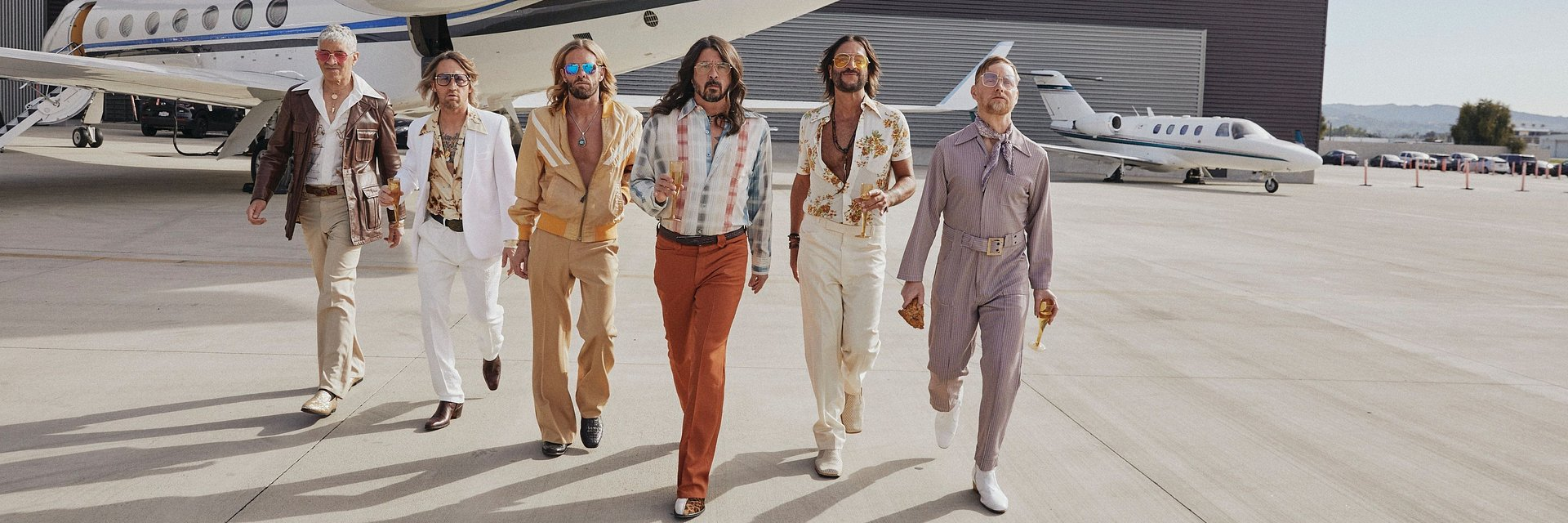 Foo Fighters w coverach Bee Gees!