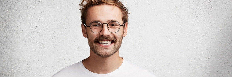 Movember 2020. Booksy namawia do zapuszczania wąsów w listopadzie