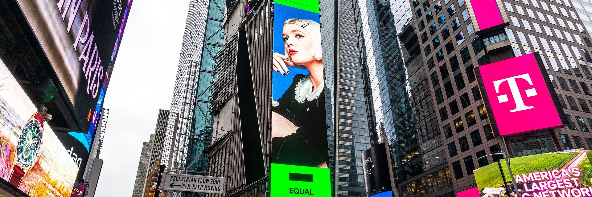 Swoich urodzin Daria Zawiałow tak jeszcze nie świętowała! Artystka na billboardzie na Times Square w Nowym Jorku!