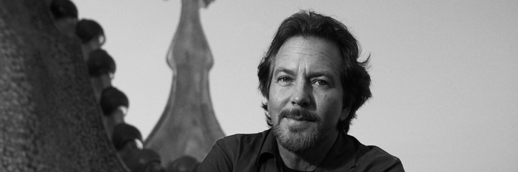"""Eddie Vedder, frontman legendarnego zespołu Pearl Jam, prezentuje pierwszy solowy singiel z nadchodzącego albumu """"Earthling"""""""