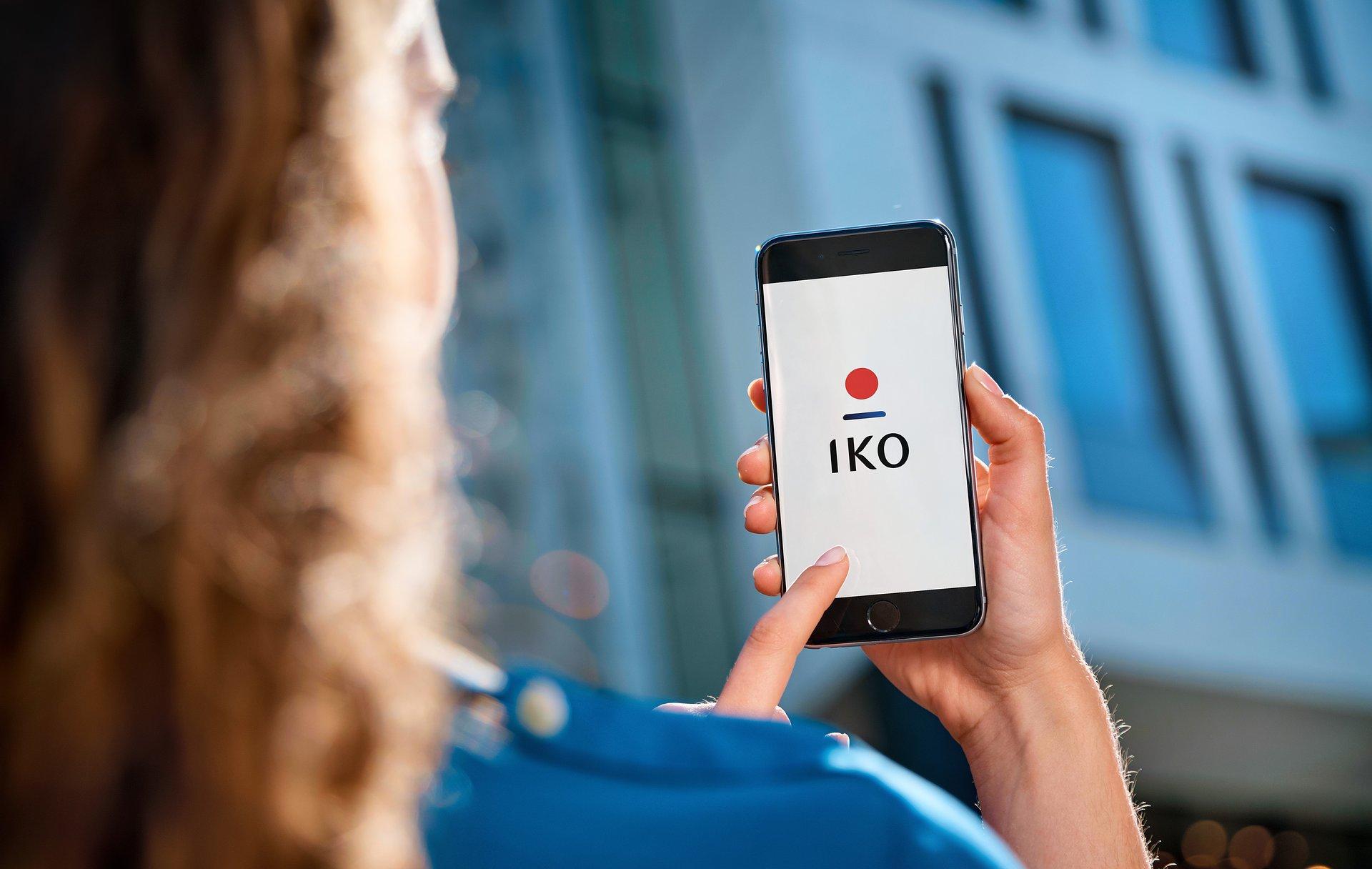 Asystent głosowy w aplikacji mobilnej PKO Banku Polskiego przeanalizuje teraz wydatki i oszczędności