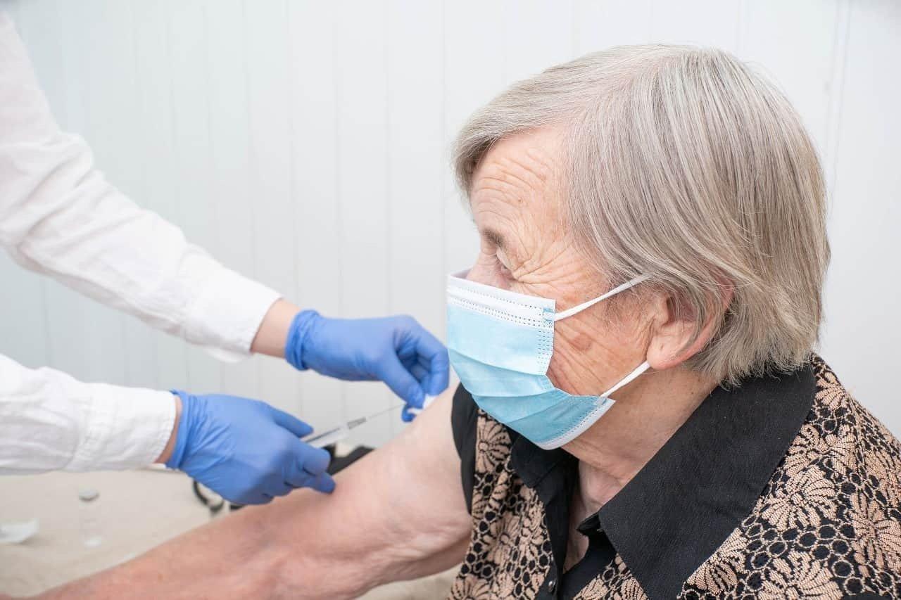 Posłanka pyta o szczepienia przeciw COVID-19 w aptekach