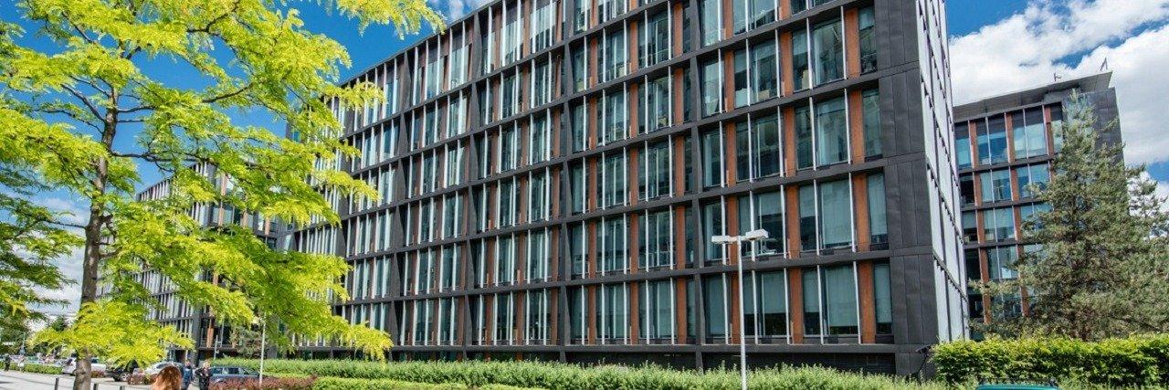 CBRE zaopiekuje się kolejnymi siedmioma biurowcami w Warszawie