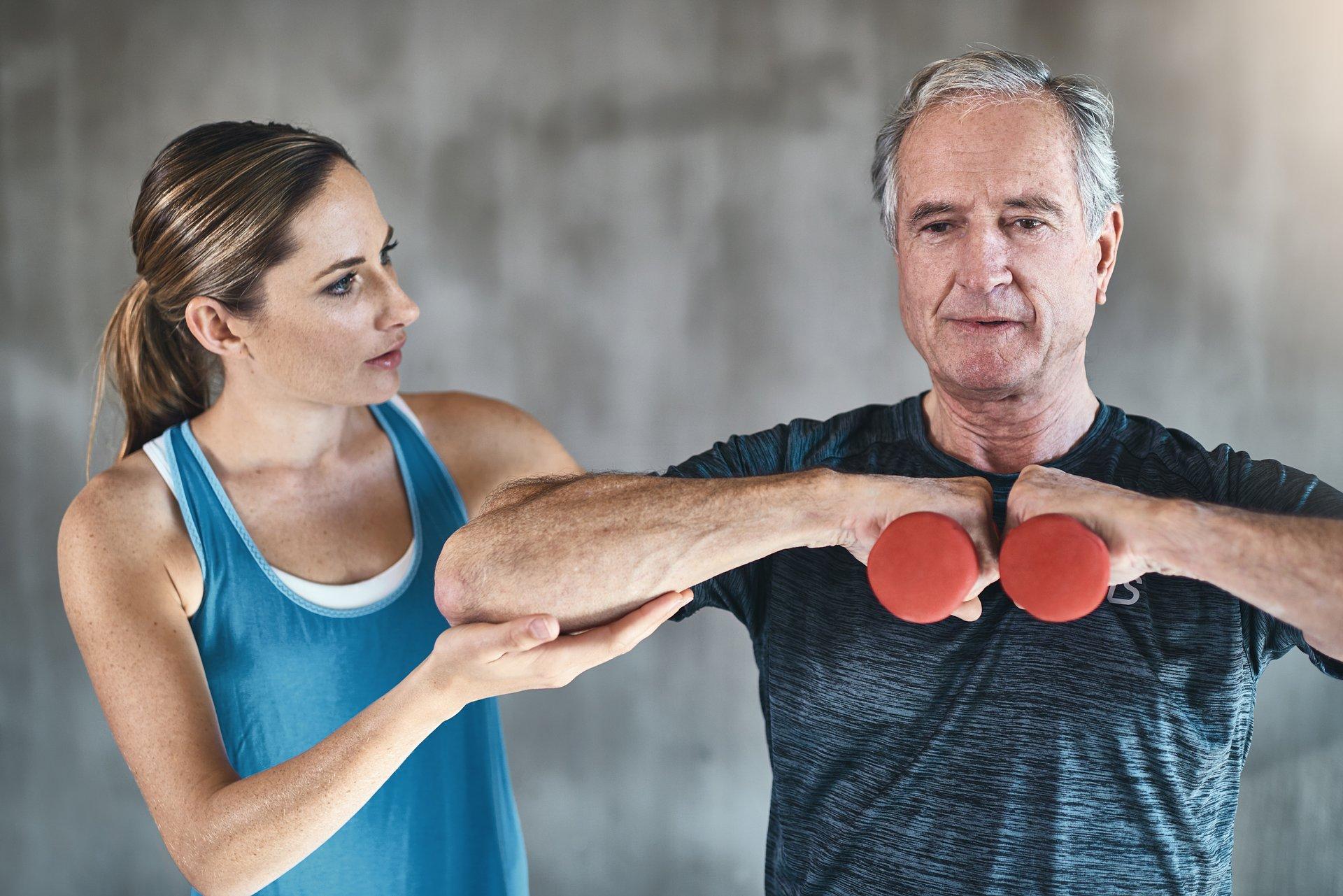 Seniorzy w klubie fitness
