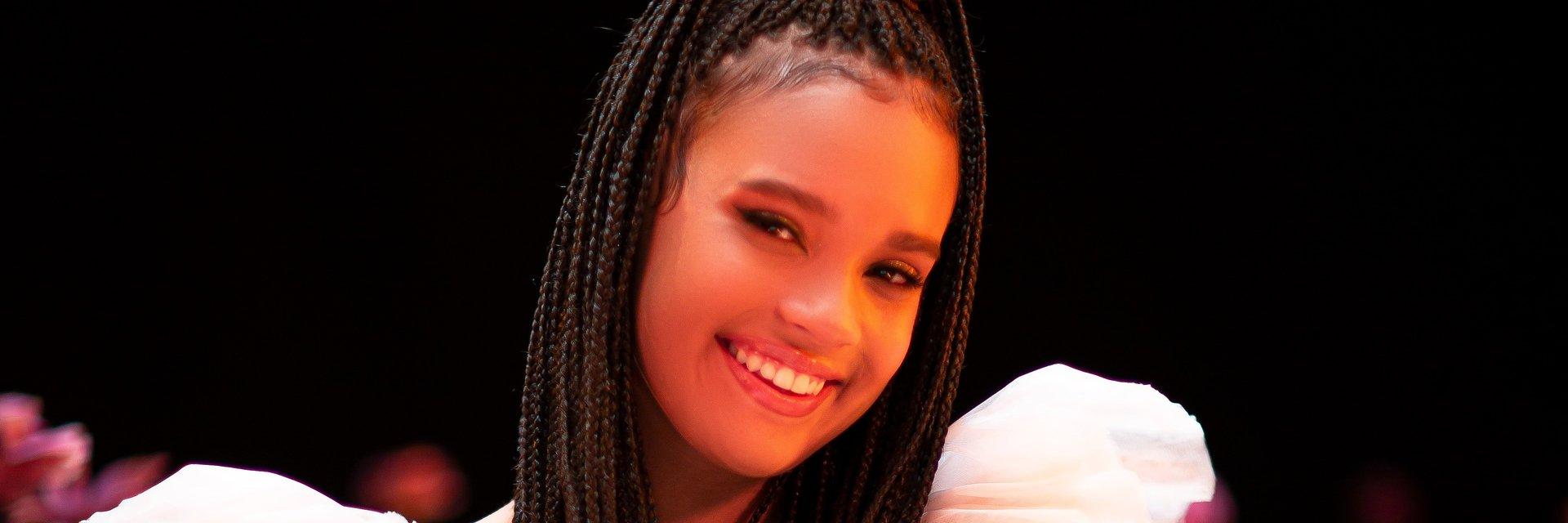 """Eurowizja Junior 2021: Sara James zachwyca w oficjalnym teledysku do """"Somebody""""!"""