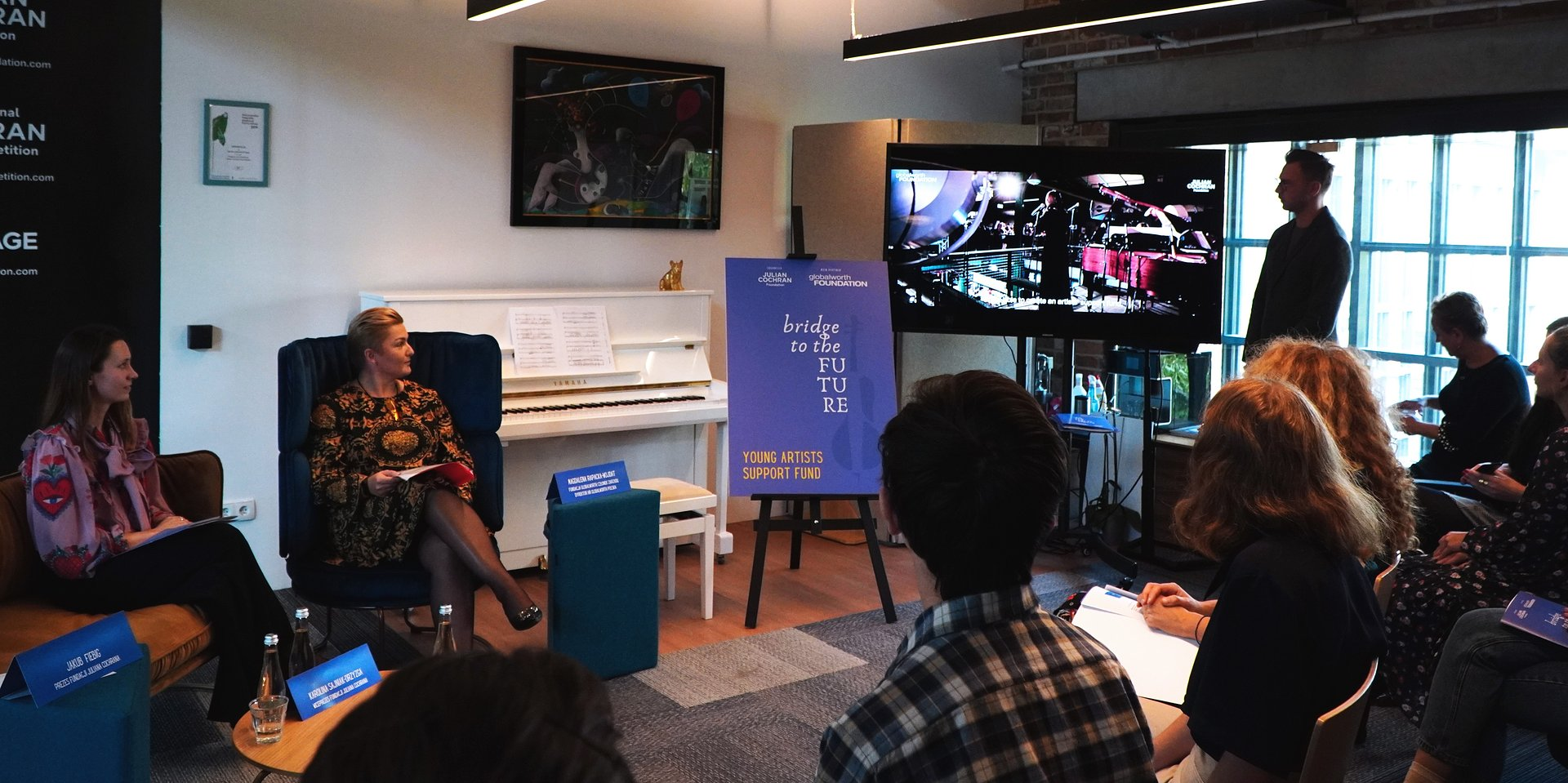 """Fundacja Globalworth wraz z Fundacją Juliana Cochrana uruchamiają program stypendialny """"Bridge to the Future - Fundusz Wsparcia Młodych Artystów-Muzyków"""""""