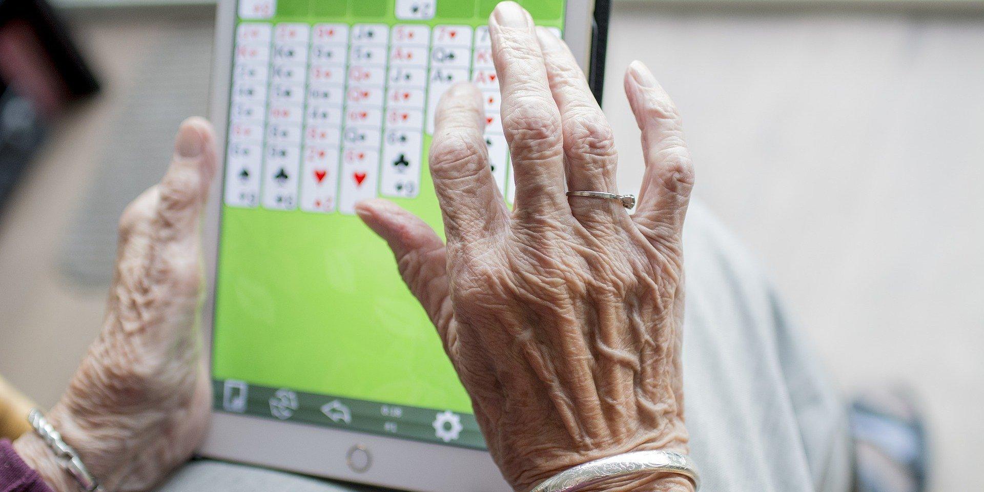 500 tabletów dla seniorów od Fundacji Biedronki – startuje nabór