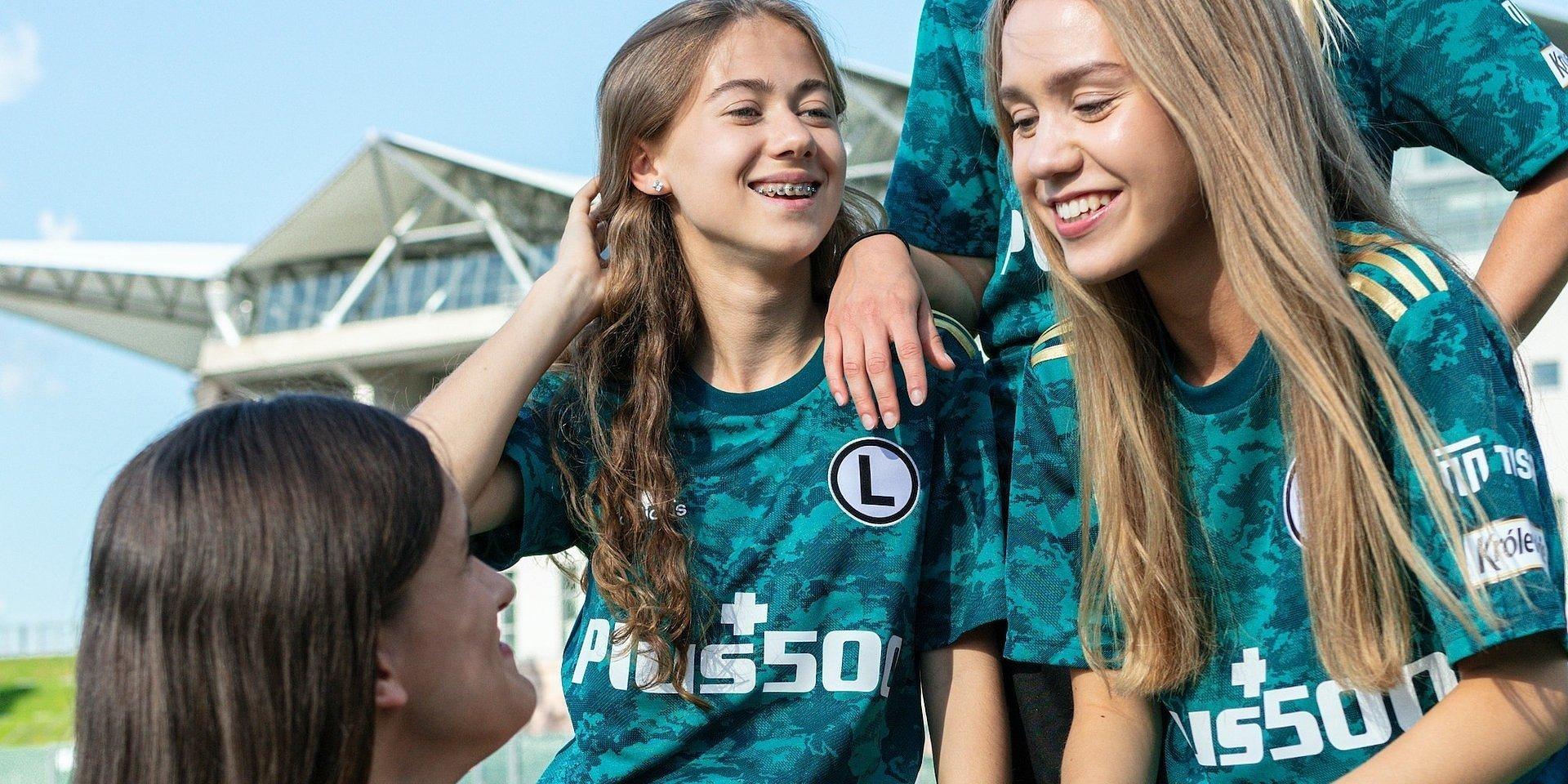 adidas inspiruje świat kobiecego futbolu do pokonywania barier i dostrzegania możliwości