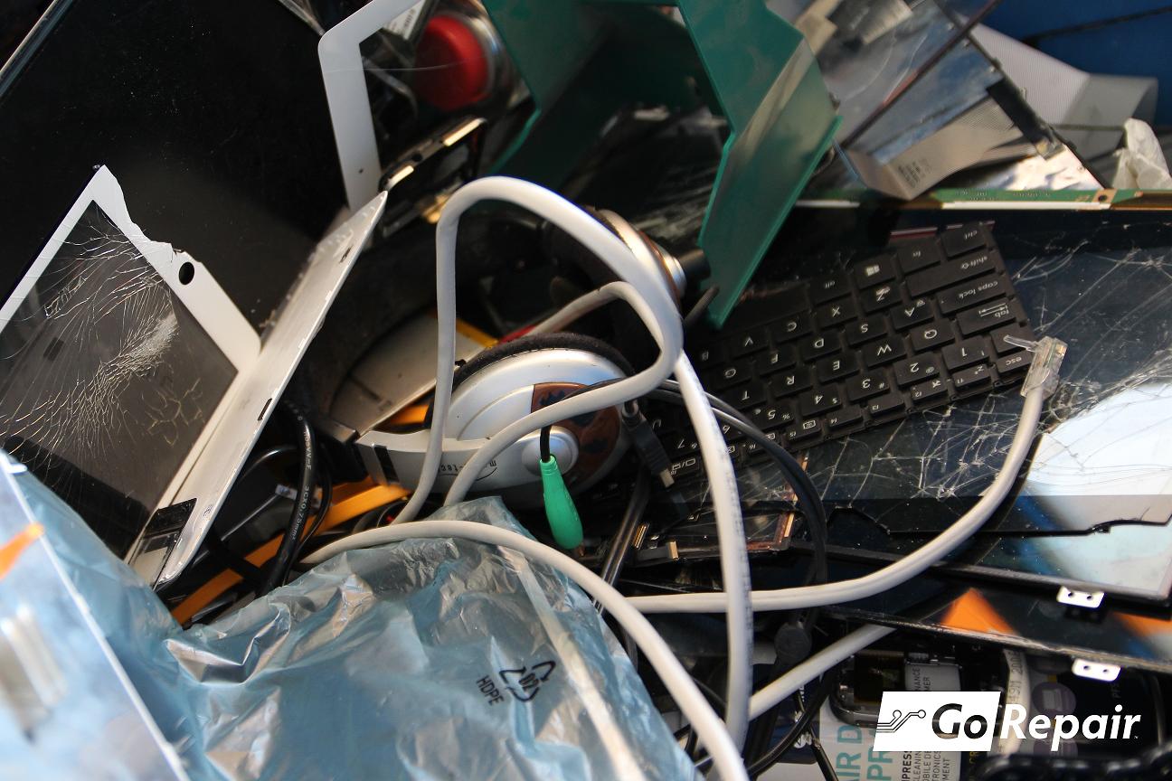 Żarówki, drukarki i baterie – czyli jak producenci zmuszają nas do zakupów