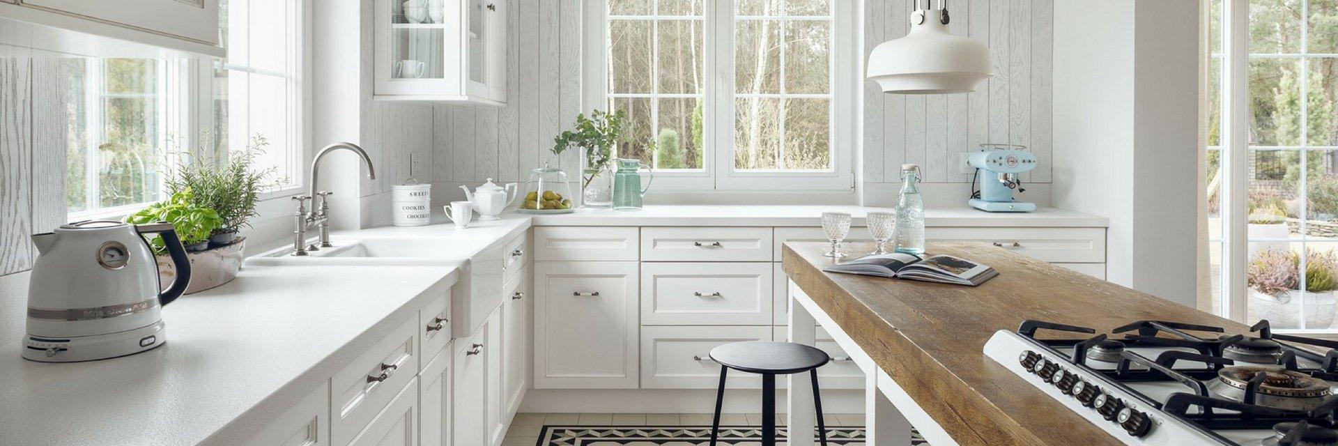 Białe kuchnie wciąż najmodniejsze - Raport Homebook