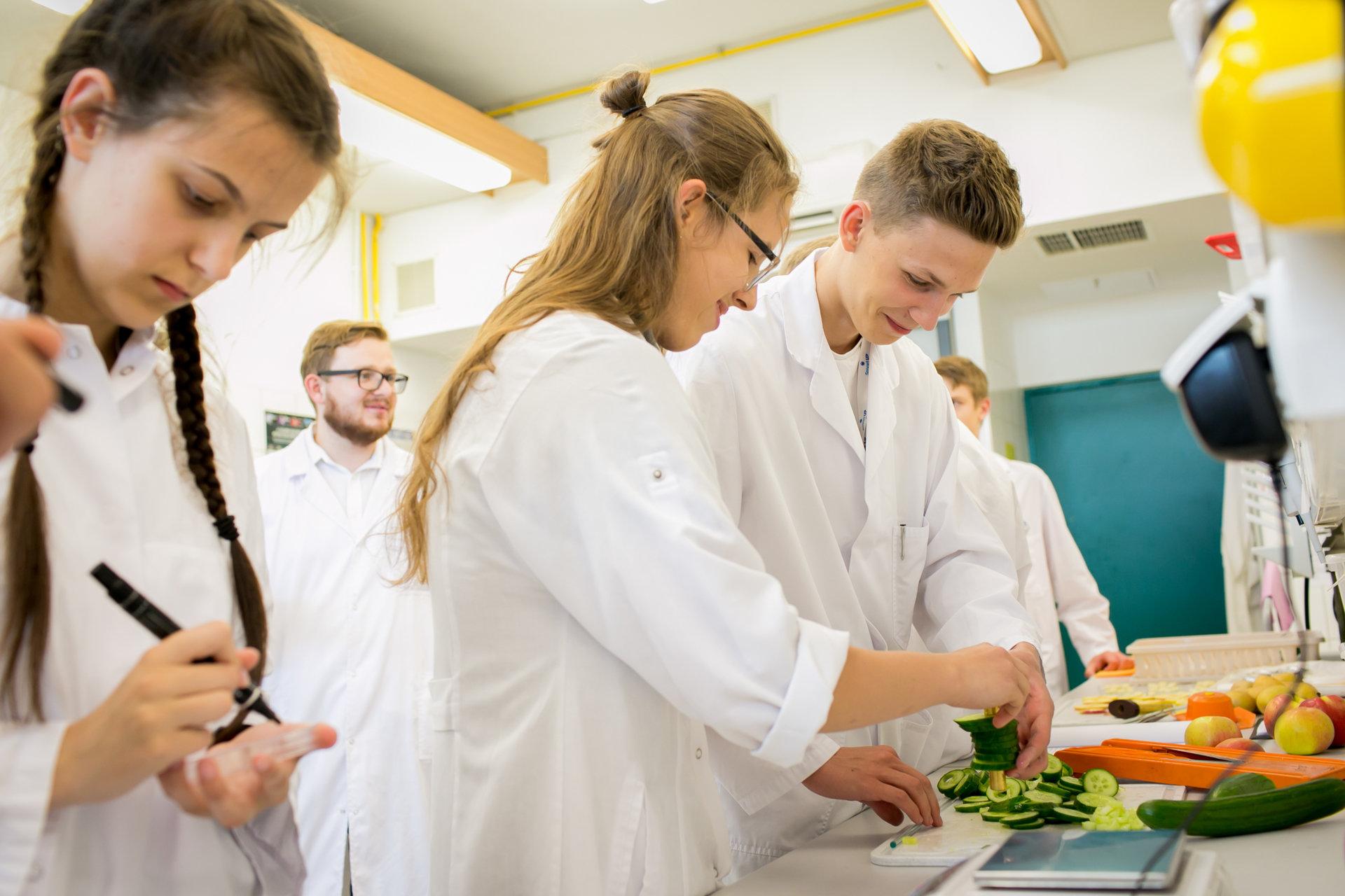 Najzdolniejsza młodzież z całej Polski na  innowacyjnym obozie naukowym ADAMED SmartUP w SGGW