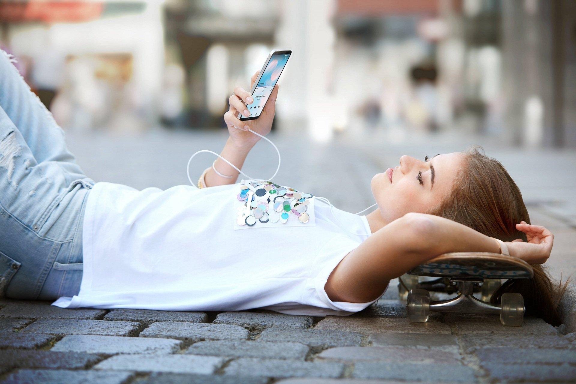 W poszukiwaniu smartfona idealnego - LG odkrywa czego pragną Millenialsi