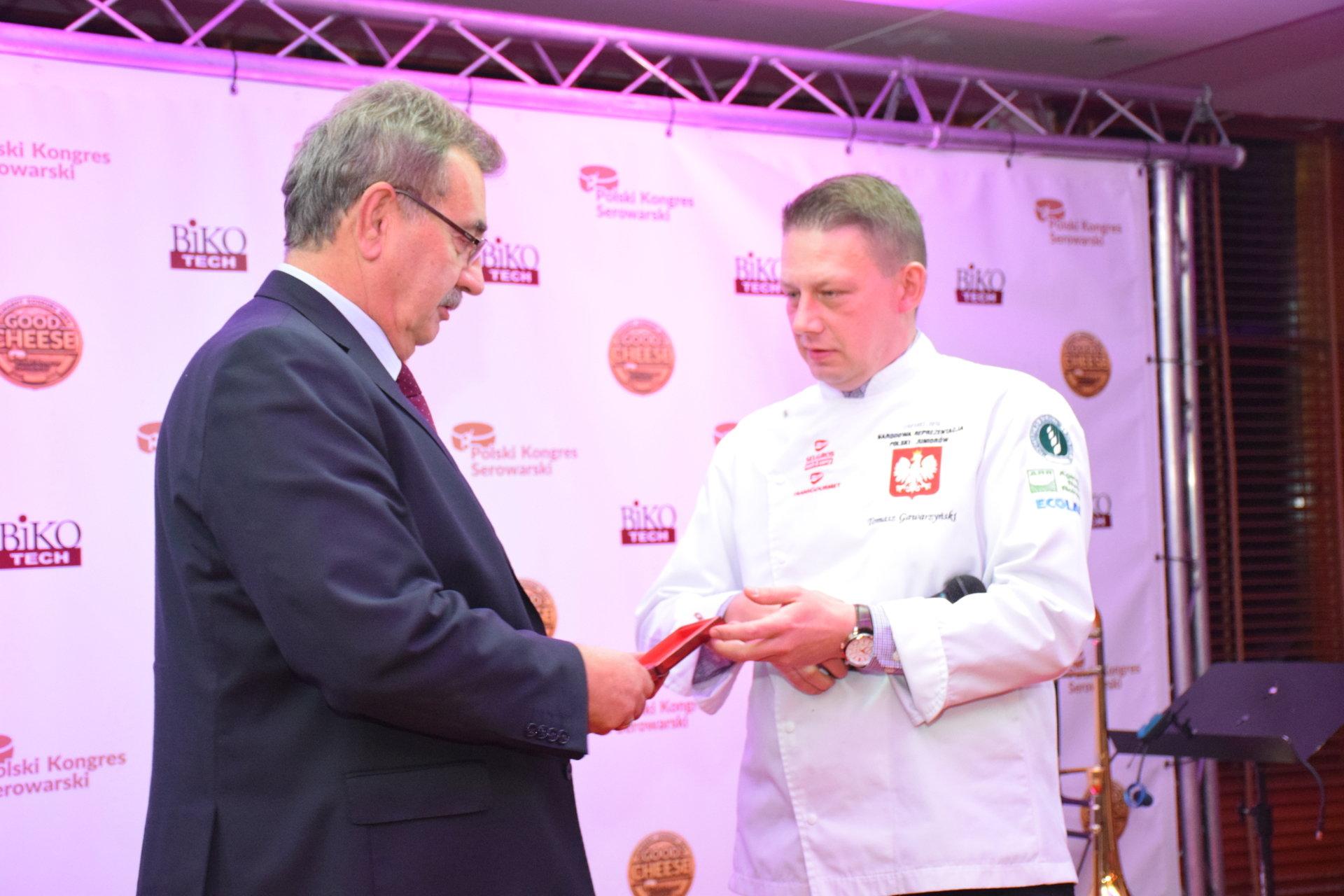 Bursztyn nagrodzony złotym medalem