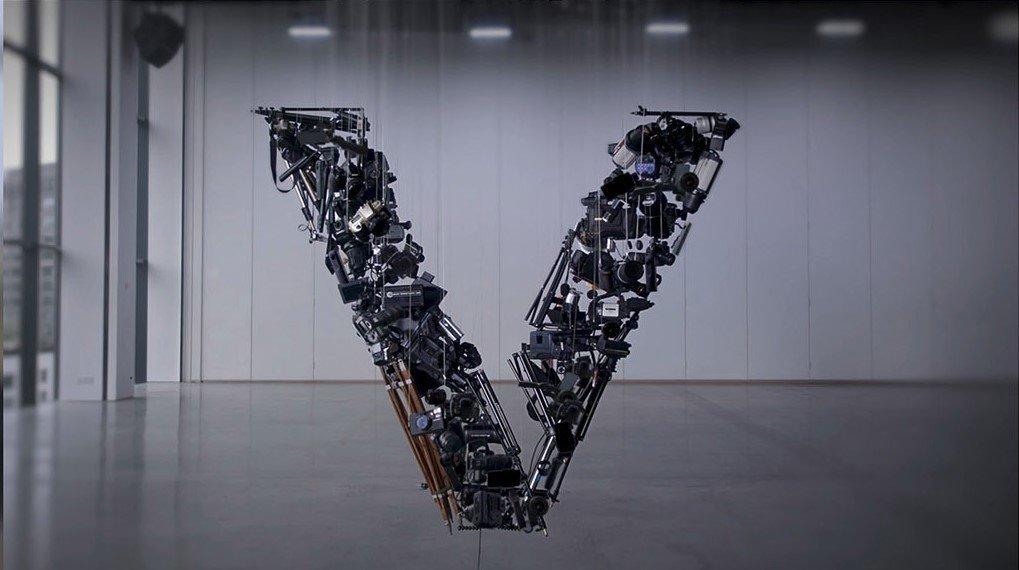 LG V30 inspiruje artystów - nowy smartfon LG jako dzieło sztuki kinetycznej